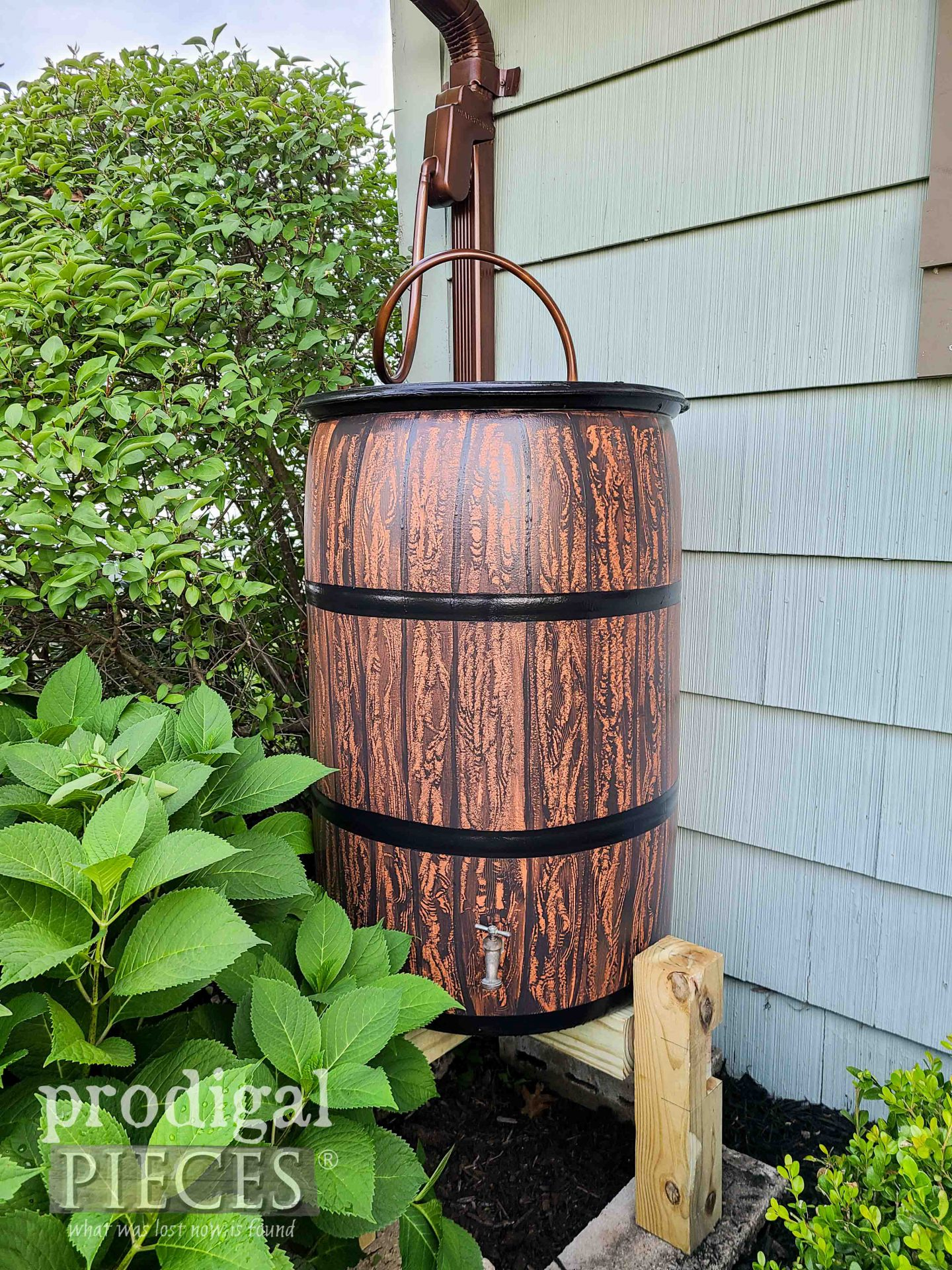 DIY Garden Rain Barrel by Larissa of Prodigal Pieces | prodigalpieces.com #prodigalpieces #diy #garden #selfsufficient