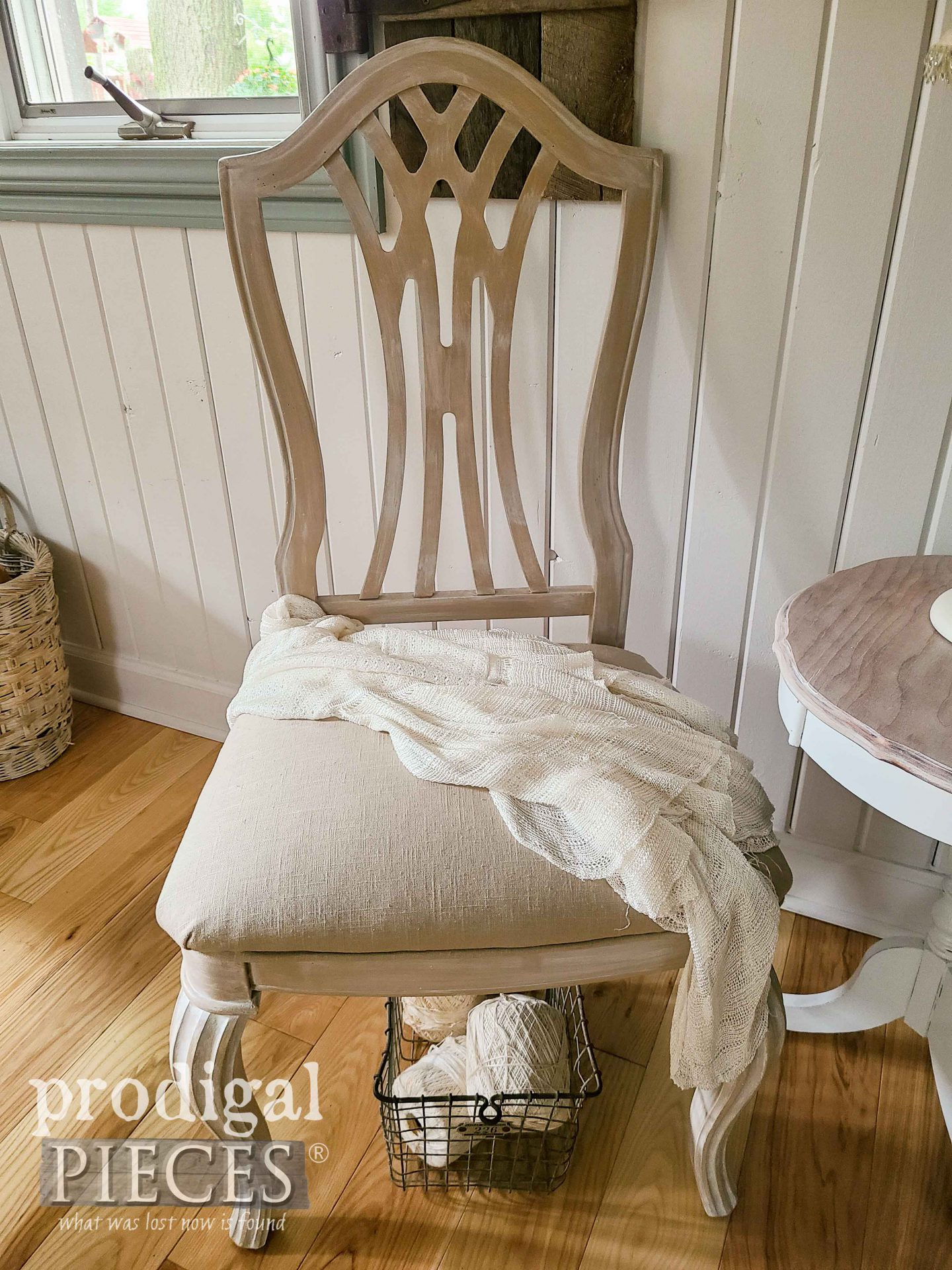 Farmhouse Chic Chair with Linen Upholstery by Larissa of Prodigal Pieces | prodigalpieces.com #prodigalpieces #vintage #furniture #linen #home #homedecor