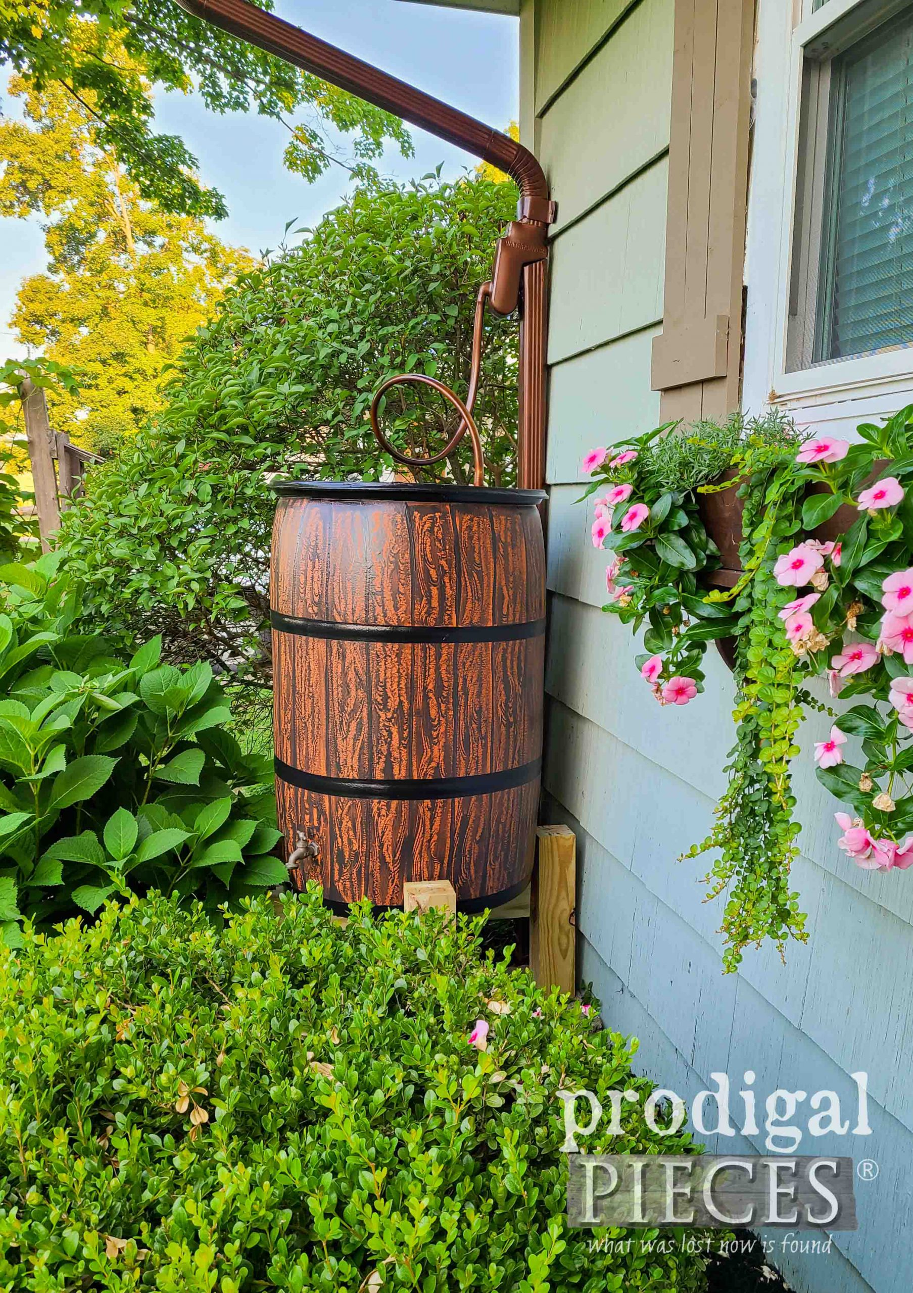 Garden DIY Rain Barrel by Larissa of Prodigal Pieces | prodigalpieces.com #prodigalpieces #diy #garden #selfsufficient #handmade