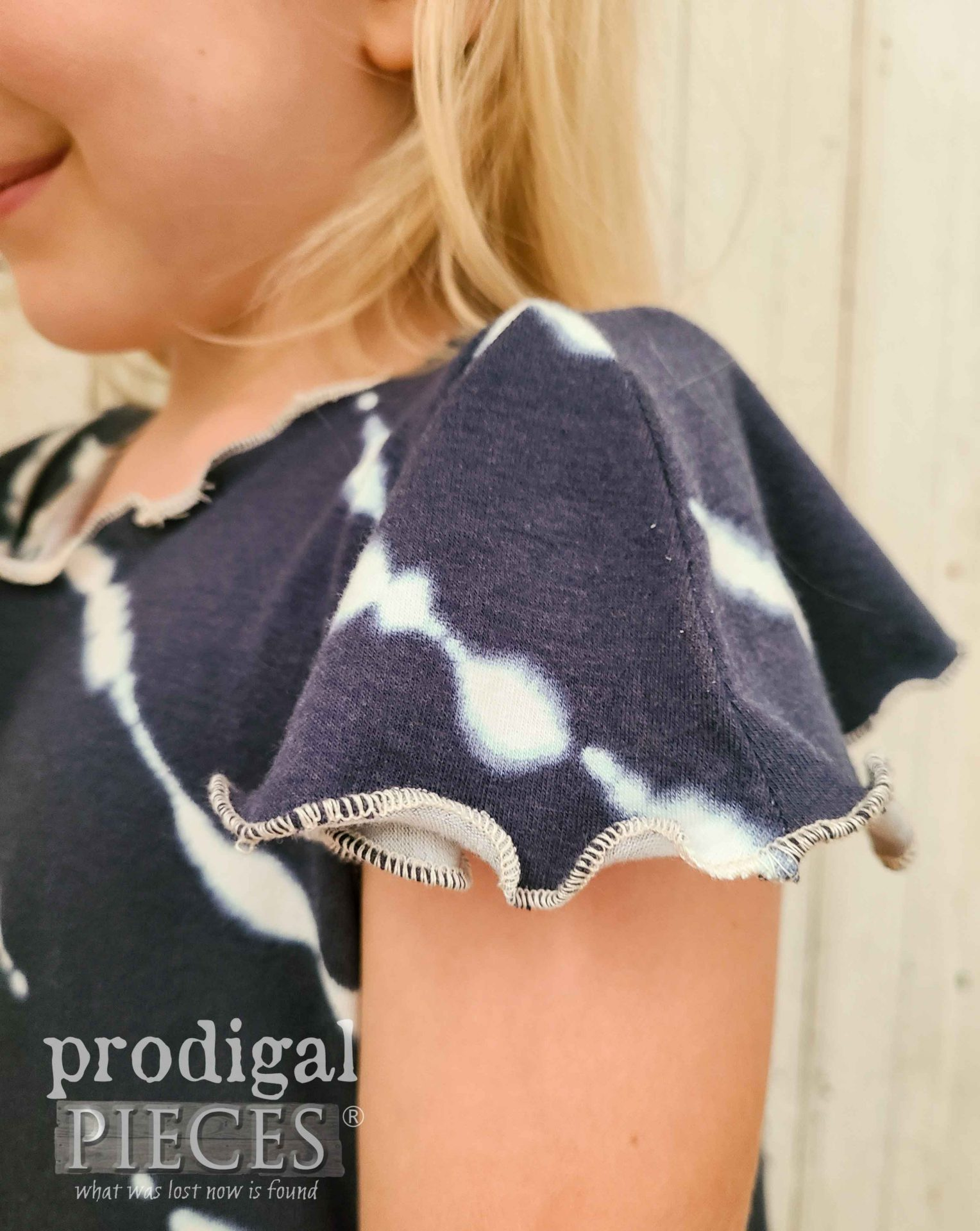 Lettuce Edge Sleeve with Rolled Hem by Larissa of Prodigal Pieces | prodigalpieces.com #prodigalpieces #sewing #handmade #fashion #refashion