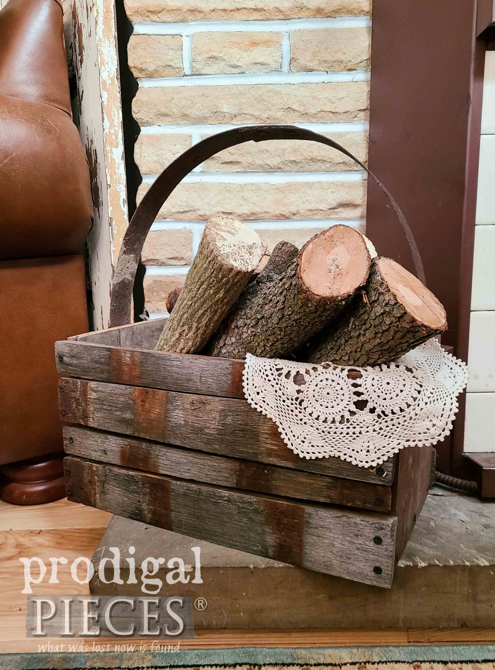 Reclaimed Whiskey Barrel Tote by Larissa of Prodigal Pieces | prodigalpieces.com #prodigalpieces #reclaimed #farmhouse #home #homedecor