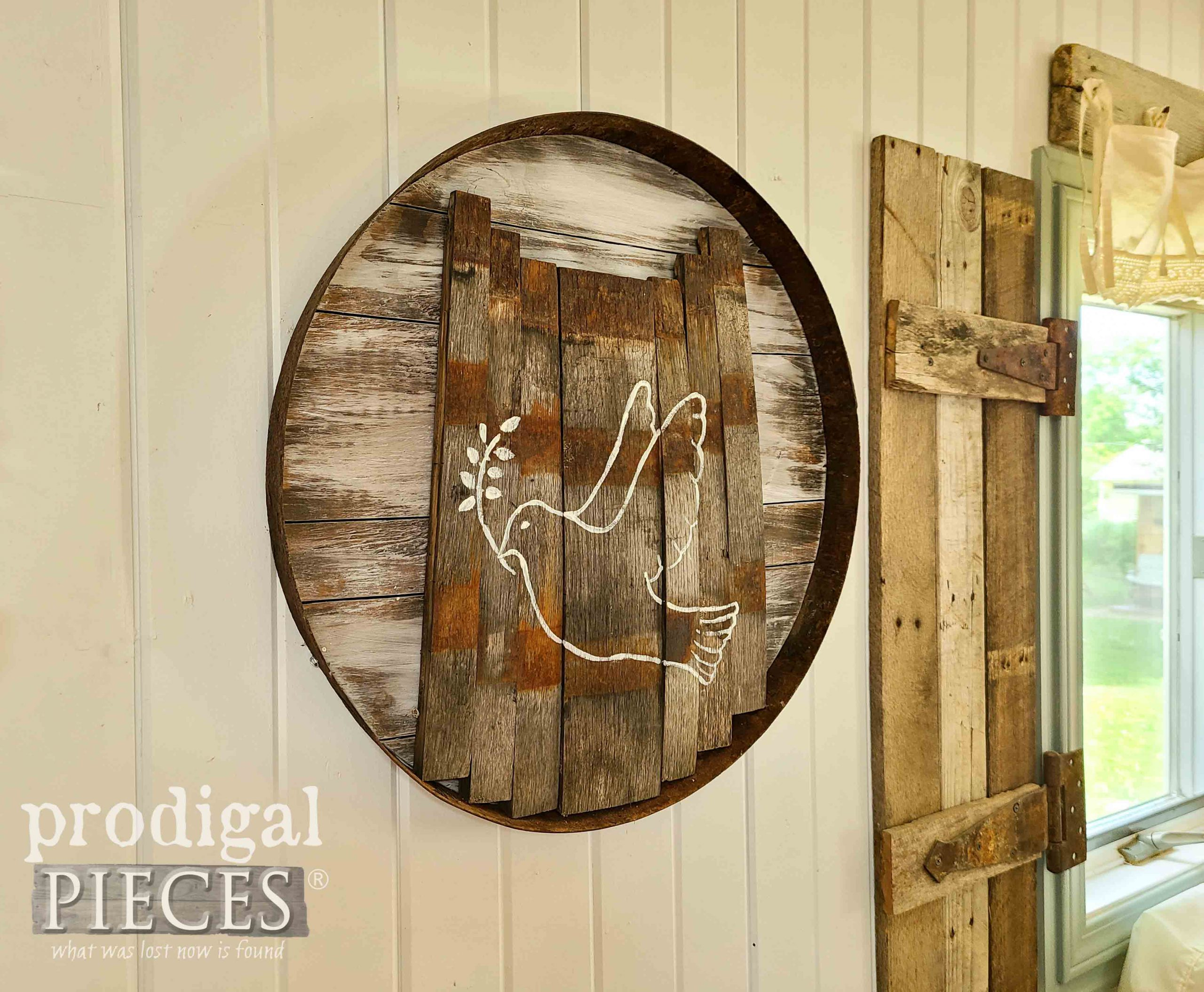 Reclaimed Wood Art from Upcycled Whiskey Barrel Ring & Staves by Larissa of Prodigal Pieces   prodigalpieces.com #prodigalpieces #farmhouse #home #homedecor #diy #reclaimed #art