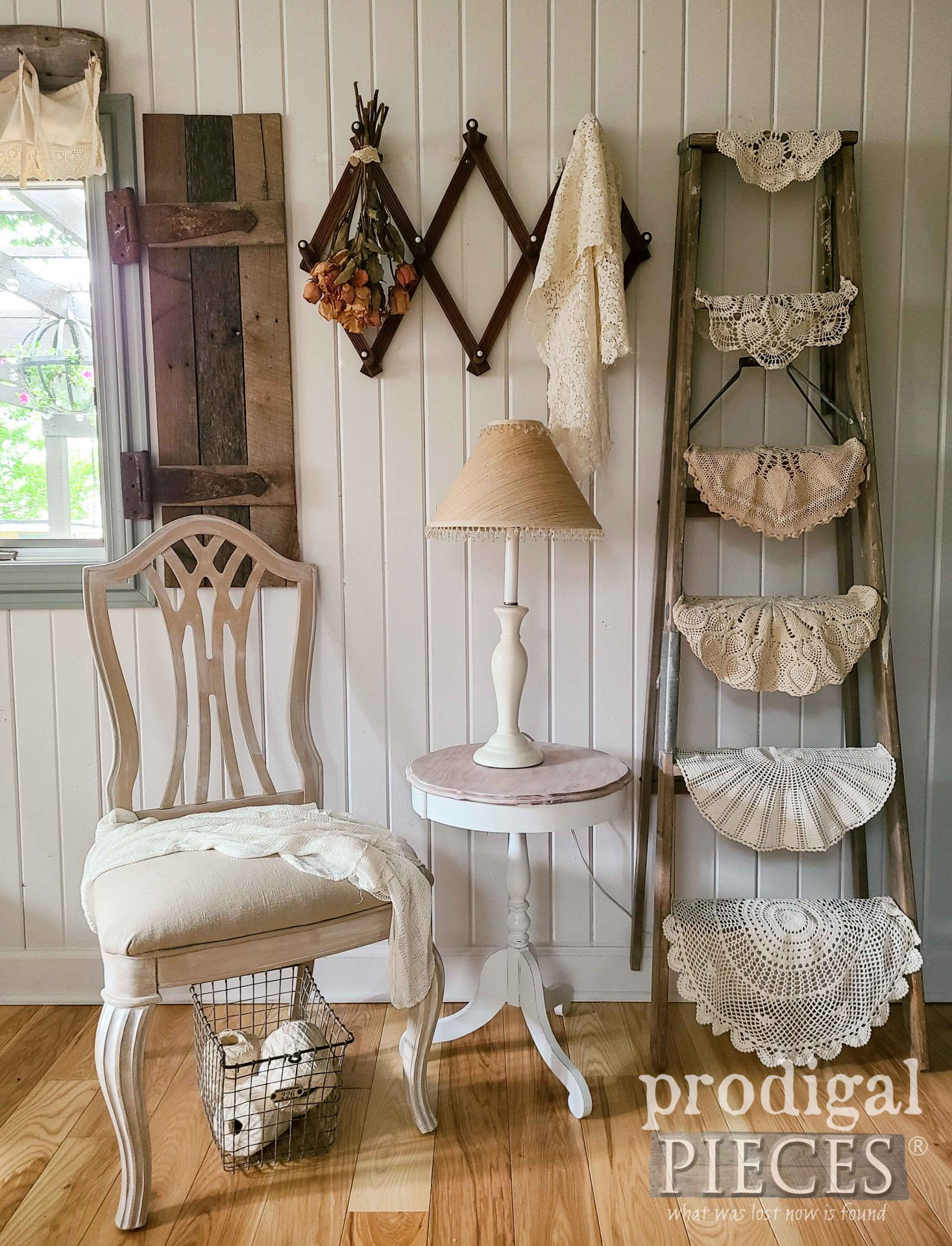 Simple Farmhouse Chic Decor with Curbside Finds by Larissa of Prodigal Pieces | prodigalpieces.com #prodigalpieces #farmhouse #diy #home #homedecor #vintage