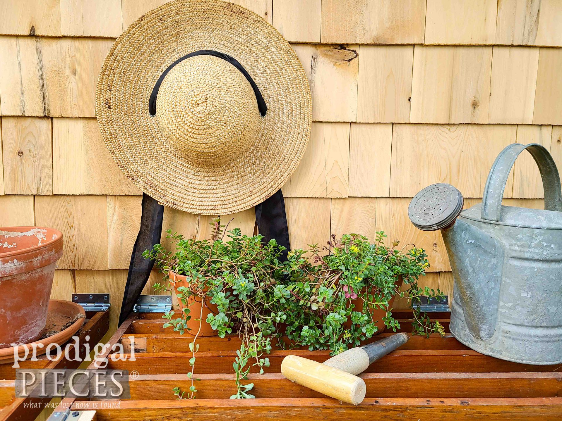 Simple Garden Living by Larissa of Prodigal Pieces | prodigalpieces.com #prodigalpieces #garden #