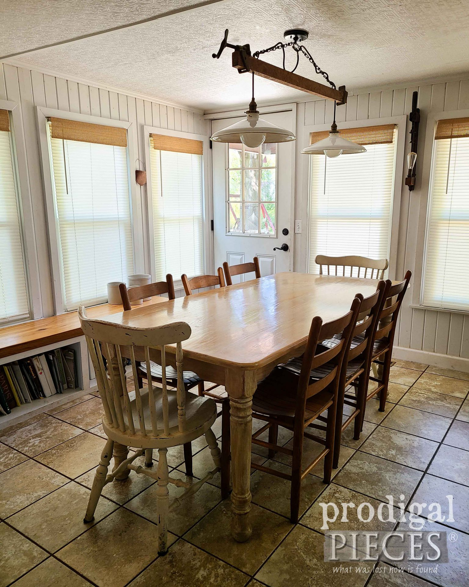 Dining Table Before Farmhouse Tablescape for Fall by Prodigal Pieces | prodigalpieces.com #prodigalpieces #diy #home #farmhouse #fall #tablescape