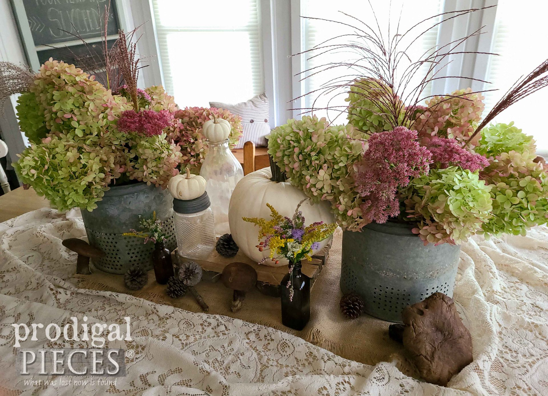 DIY Autumn Tablescape by Larissa of Prodigal Pieces | prodigalpieces.com #prodigalpieces #fall #autumn #diy #home #homedecor