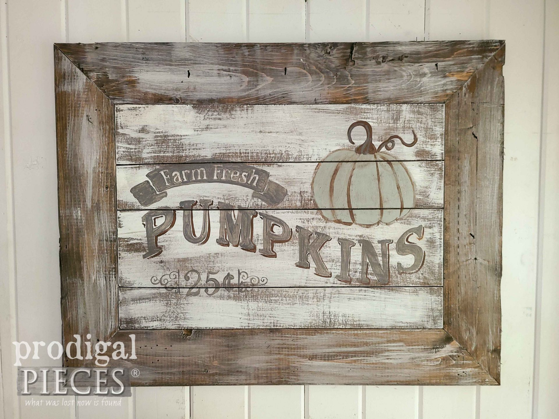 Farmhouse Chic DIY Harvest Sign by Larissa of Prodigal Pieces | prodigalpieces.com #prodigalpieces #diy #home #homedecor #farmhouse