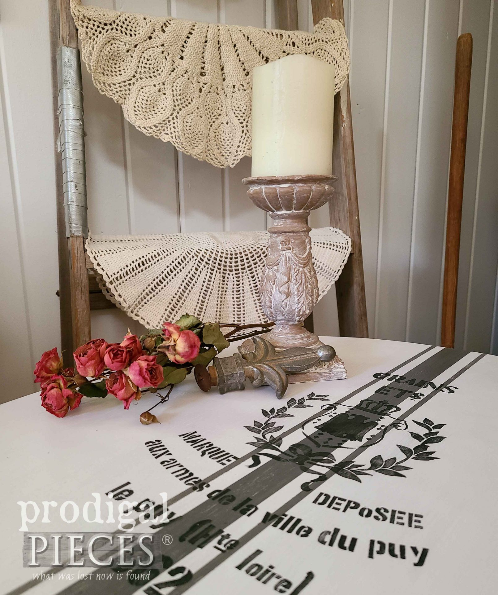 French Farmhouse Chic Table Top with Grain Sack by Larissa of Prodigal Pieces | prodigalpieces.com #prodigalpieces #furniture #home #homedecor
