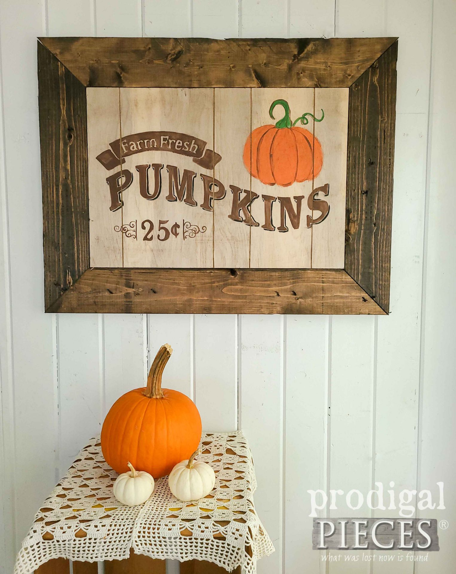 Farmhouse Pumpkin Harvest Sign by Larissa of Prodigal Pieces | prodigalpieces.com #prodigalpieces #farmhouse #diy #home #homedecor #fall