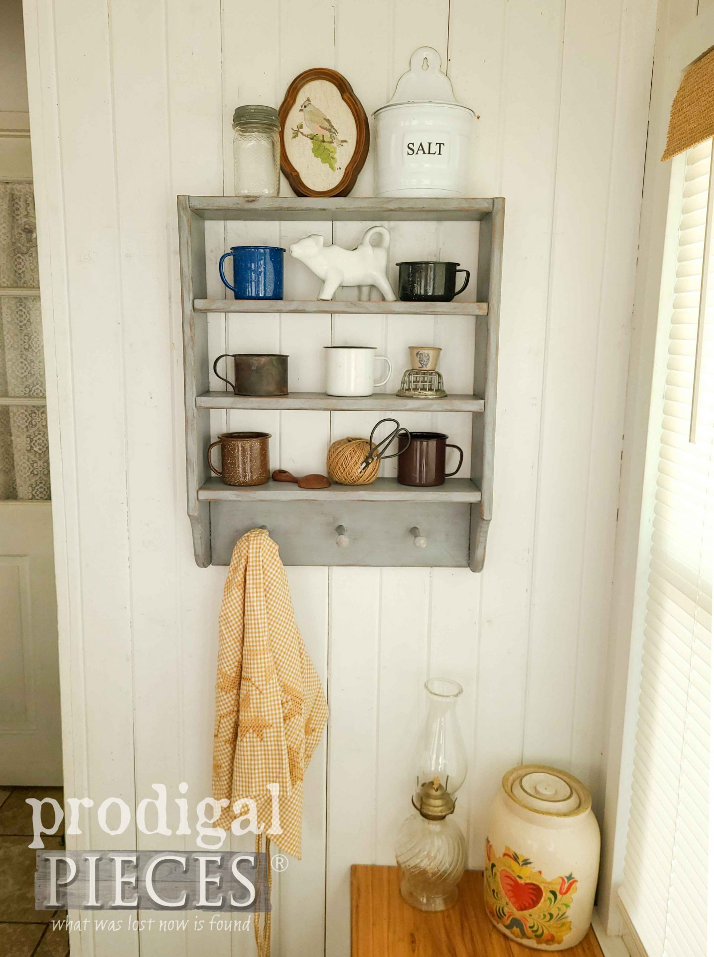 Farmhouse Style with Shaker Pegs by Prodigal Pieces | prodigalpieces.com #prodigalpieces #diy #home #homedecor