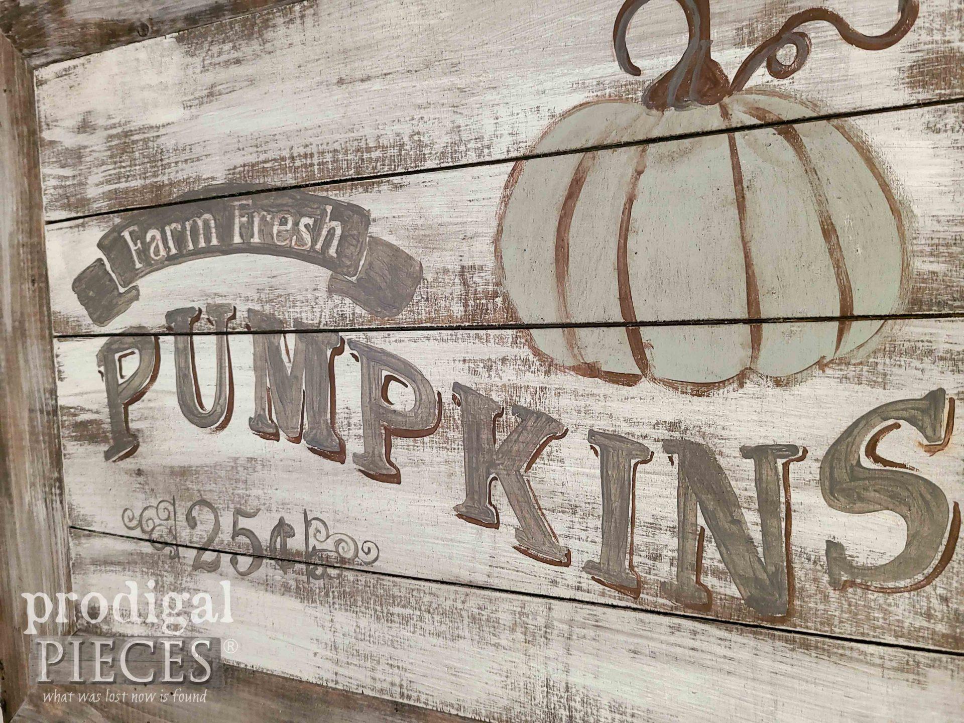 Hand-Painted Farmhouse Pumpkin Sign by Larissa of Prodigal Pieces | prodigalpieces.com #prodigalpieces #farmhouse #home #homedecor #diy #pumpkin