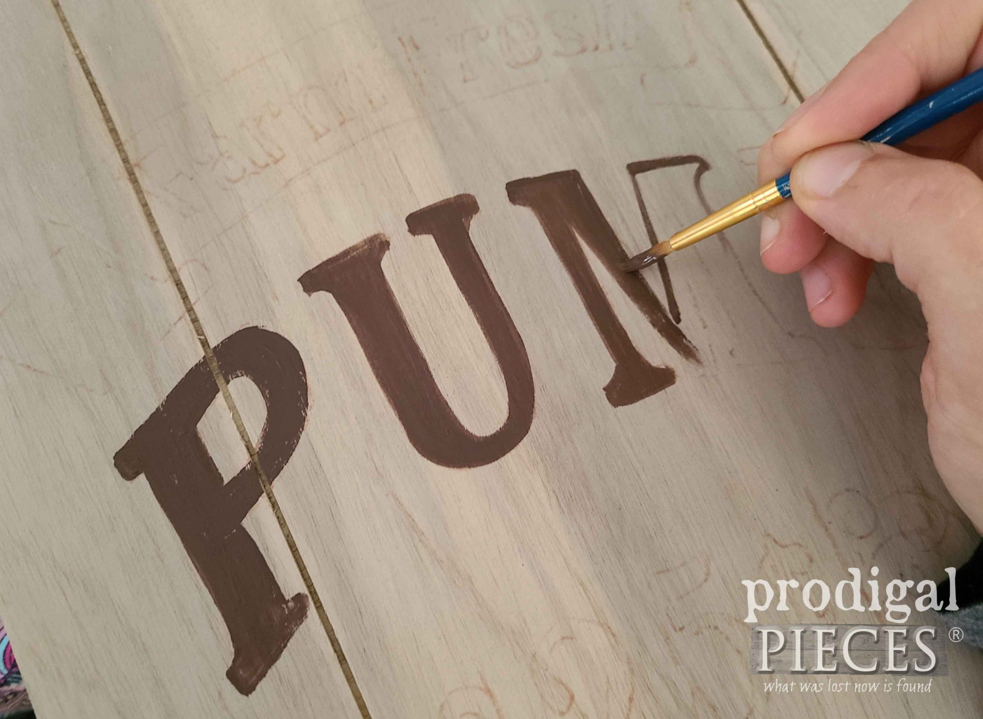 Painting Typography on Farmhouse Harvest Sign by Prodigal Pieces | prodigalpieces.com