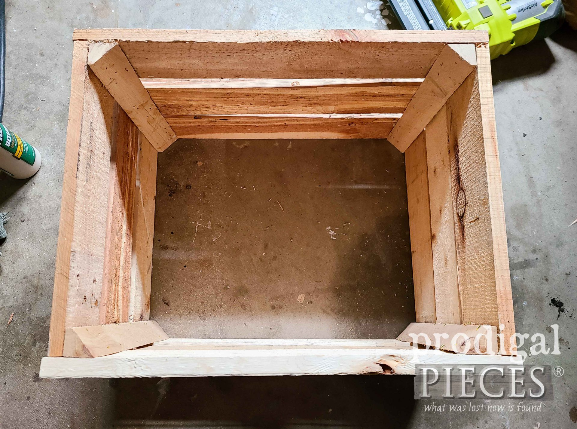 Partially Assembles DIY Crate for Farmhouse Decor by Larissa of Prodigal Pieces | prodigalpieces.com #prodigalpieces