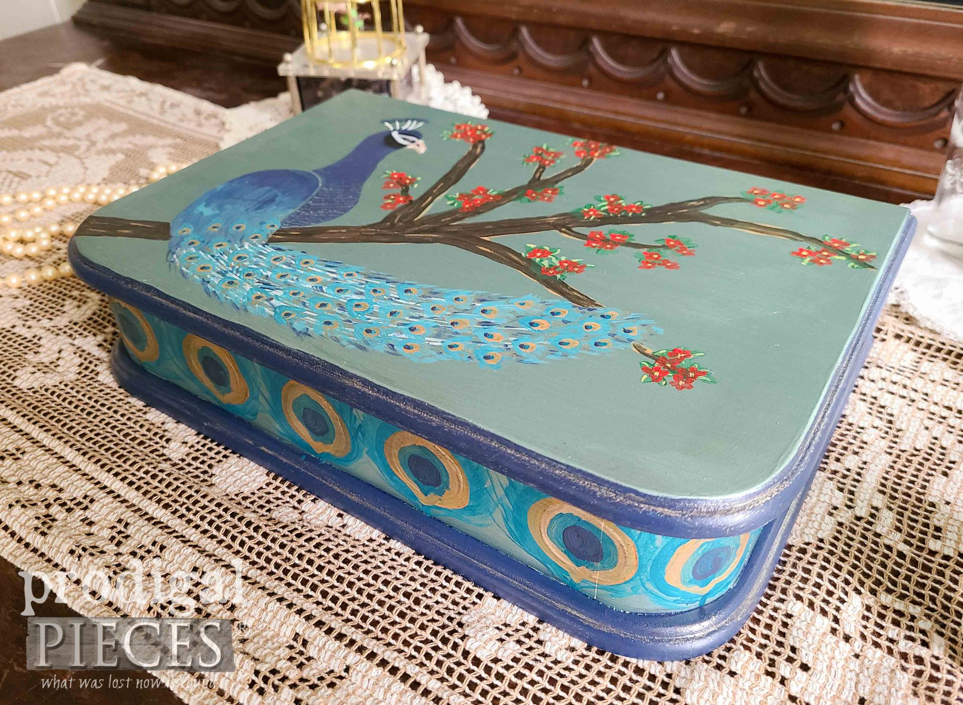 Hand-Painted Peacock Jewelry Box by Larissa of Prodigal Pieces | prodigalpieces.com #prodigalpieces #jewelry #diy #home #homedecor