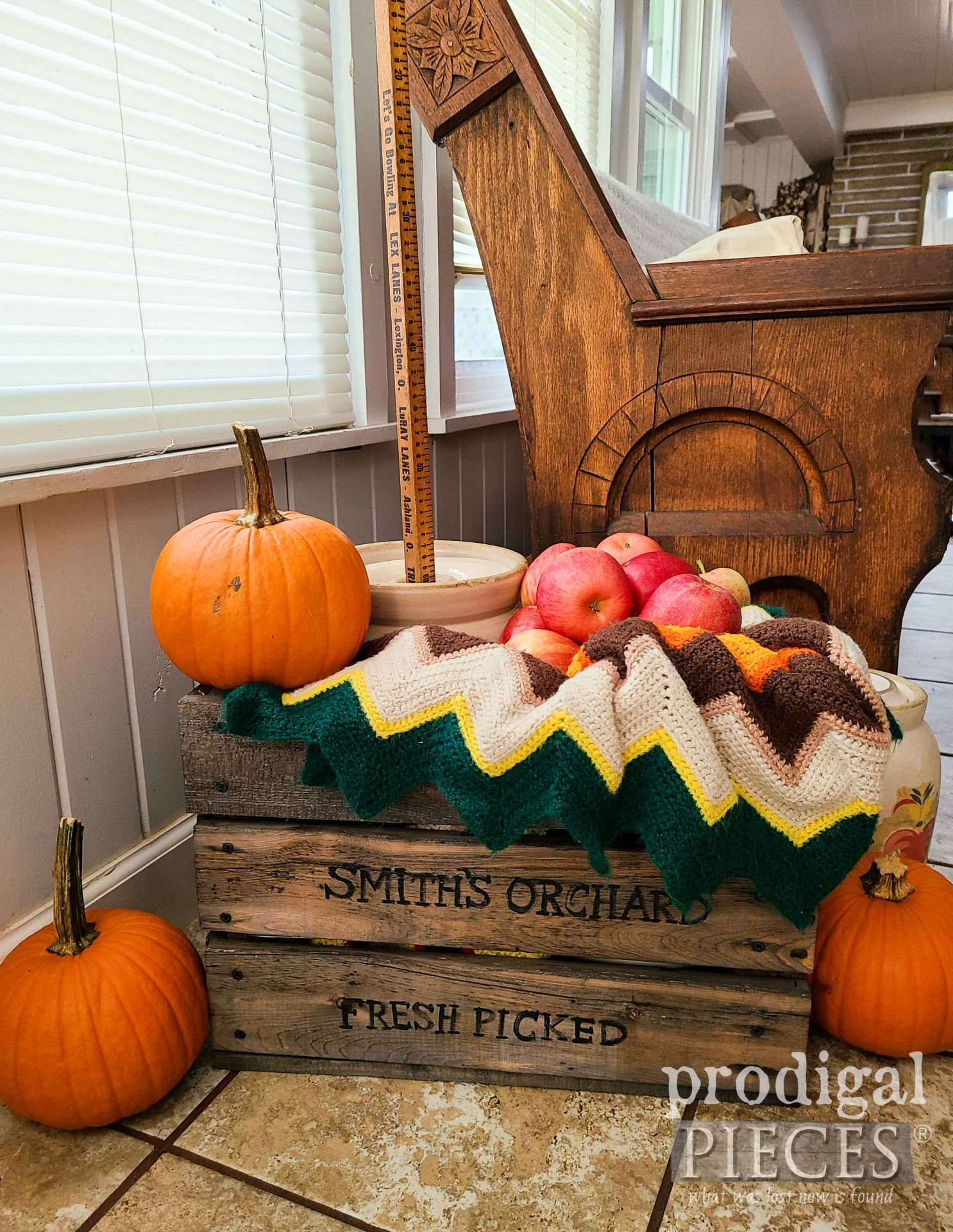 Rustic Farmhouse DIY Crate by Larissa of Prodigal Pieces   prodigalpieces.com #prodigalpieces #farmhouse #diy #home #homedecor
