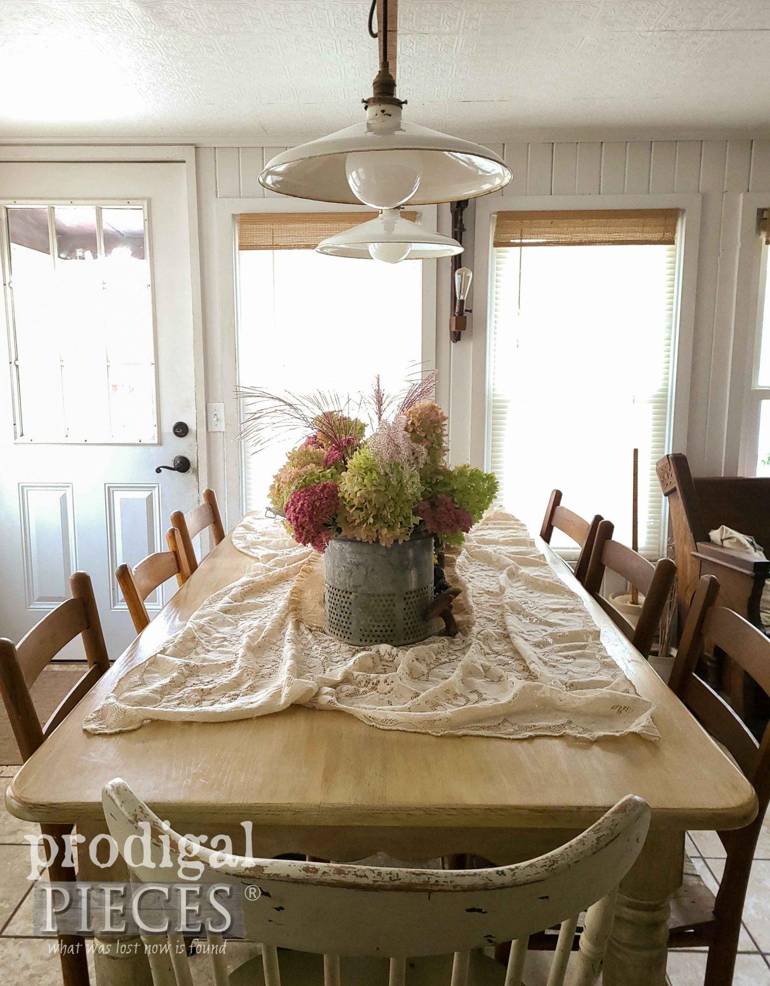 Simple Farmhouse Dining Tablescape by Larissa of Prodigal Pieces | prodigalpieces.com #prodigalpieces #farmhouse #fall #home #homedecor
