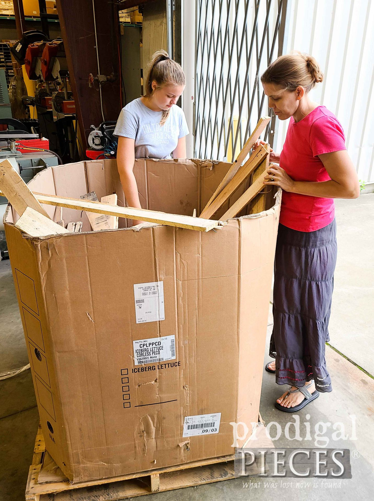 Sorting Pallet Wood by Prodigal Pieces | prodigalpieces.com #prodigalpieces