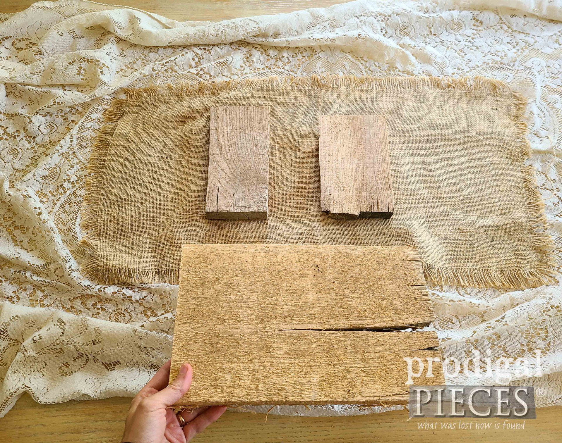 DIY Fall Farmhouse Tablescape Layers by Prodigal Pieces | prodigalpieces.com #prodigalpieces