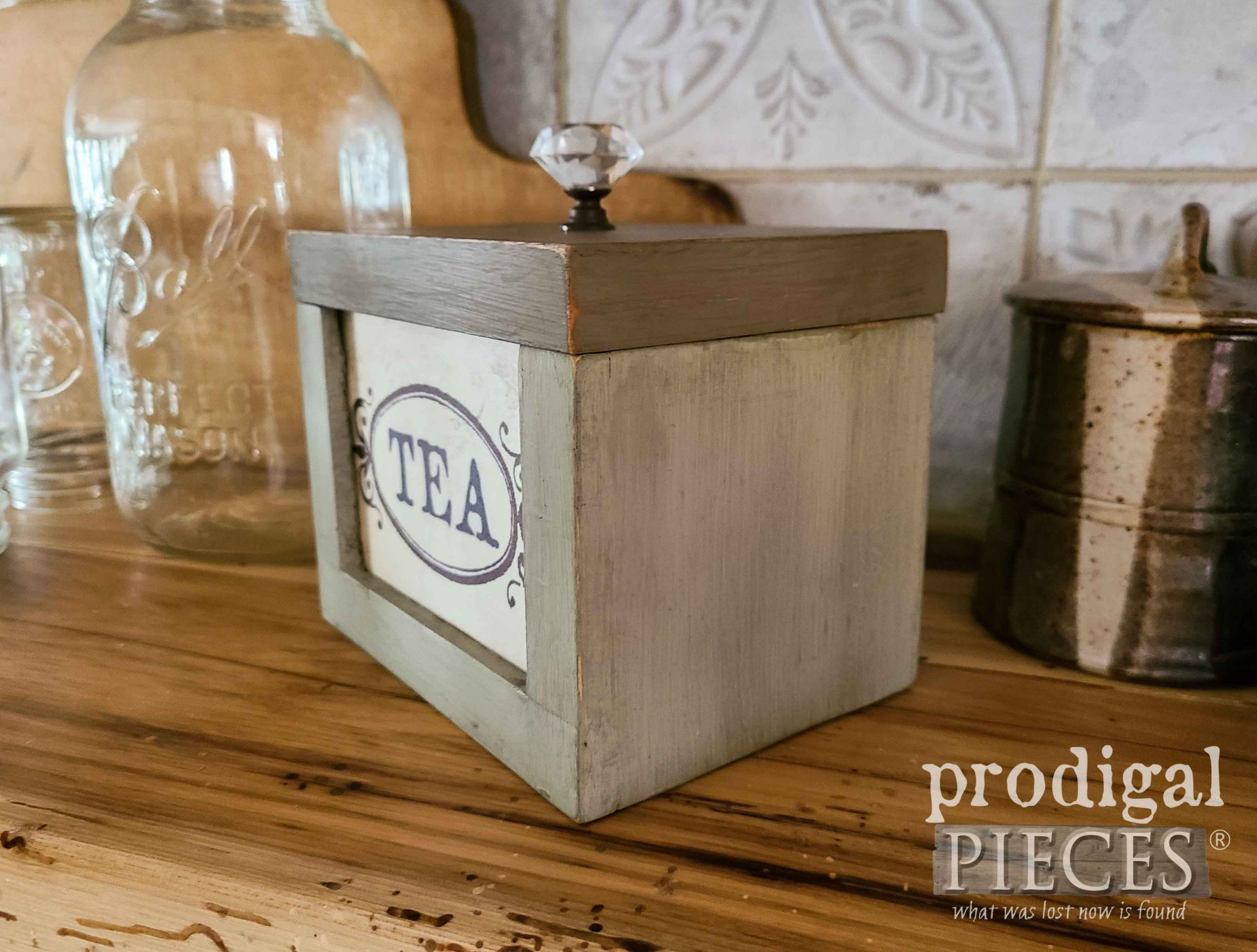 DIY Tea Box for Kitchen Decor by Prodigal Pieces | prodigalpieces.com #prodigalpieces #kitchen #farmhouse #diy #storage
