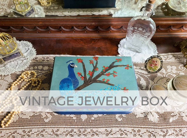 Vintage Jewelry Box by Larissa of Prodigal Pieces | prodigalpieces.com #prodigalpieces