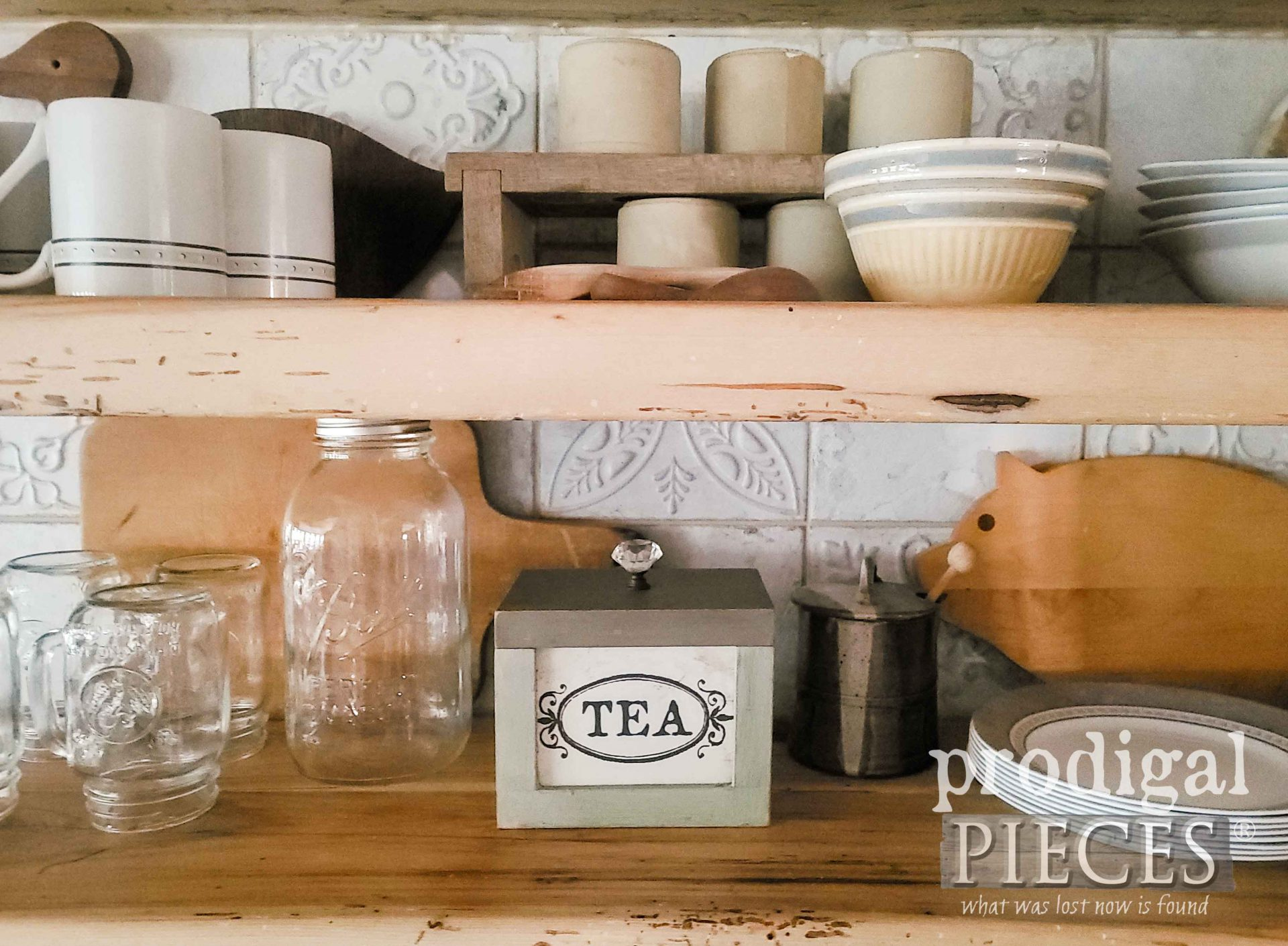 Vintage Tea Box for Farmhouse Mini Thrift Store Makeovers by Prodigal Pieces | prodigalpieces.com #prodigalpieces #farmhouse #kitchen #diy
