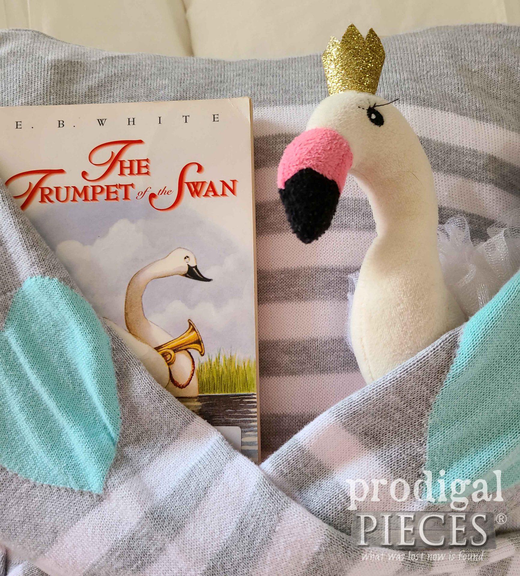 Adorable DIY Pocket Pillow by Larissa of Prodigal Pieces | prodigalpieces.com #prodigalpieces #diy #refashion #giftidea #home #homedecor