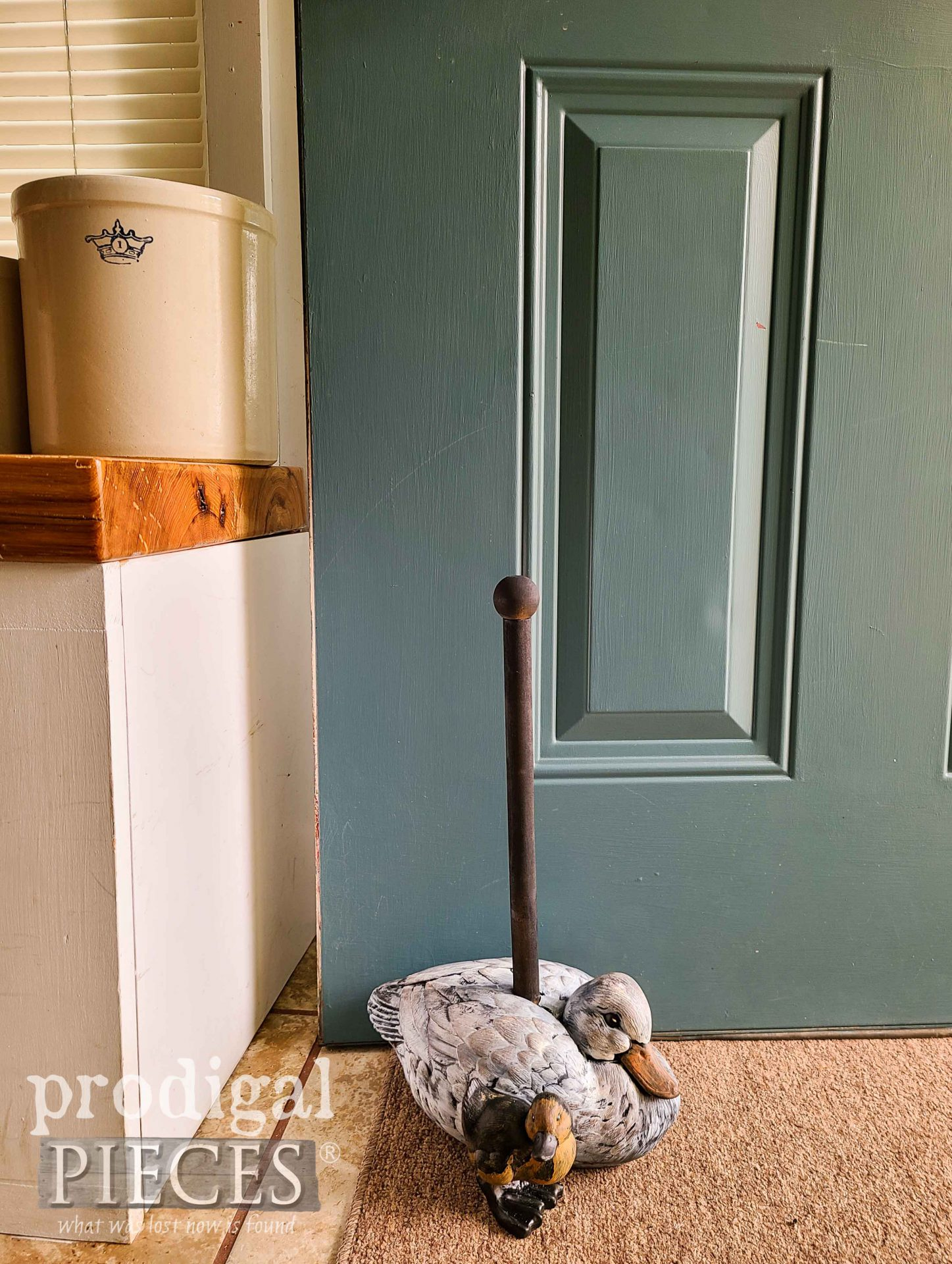 Farmhouse Duck Upcycled Doorstop by Larissa of Prodigal Pieces | prodigalpieces.com #prodigalpieces #diy #home #upcycled #farmhouse