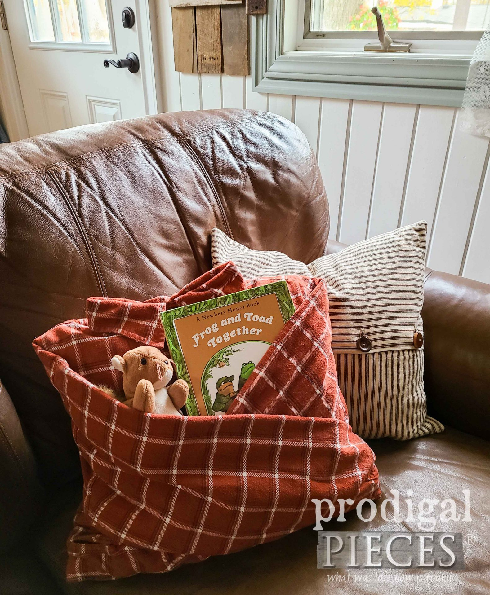 DIY Flannel Shirt Pocket Pillow by Larissa of Prodigal Pieces   Tutorial at prodigalpieces.com #prodigalpieces #diy #giftidea #refashion #sewing