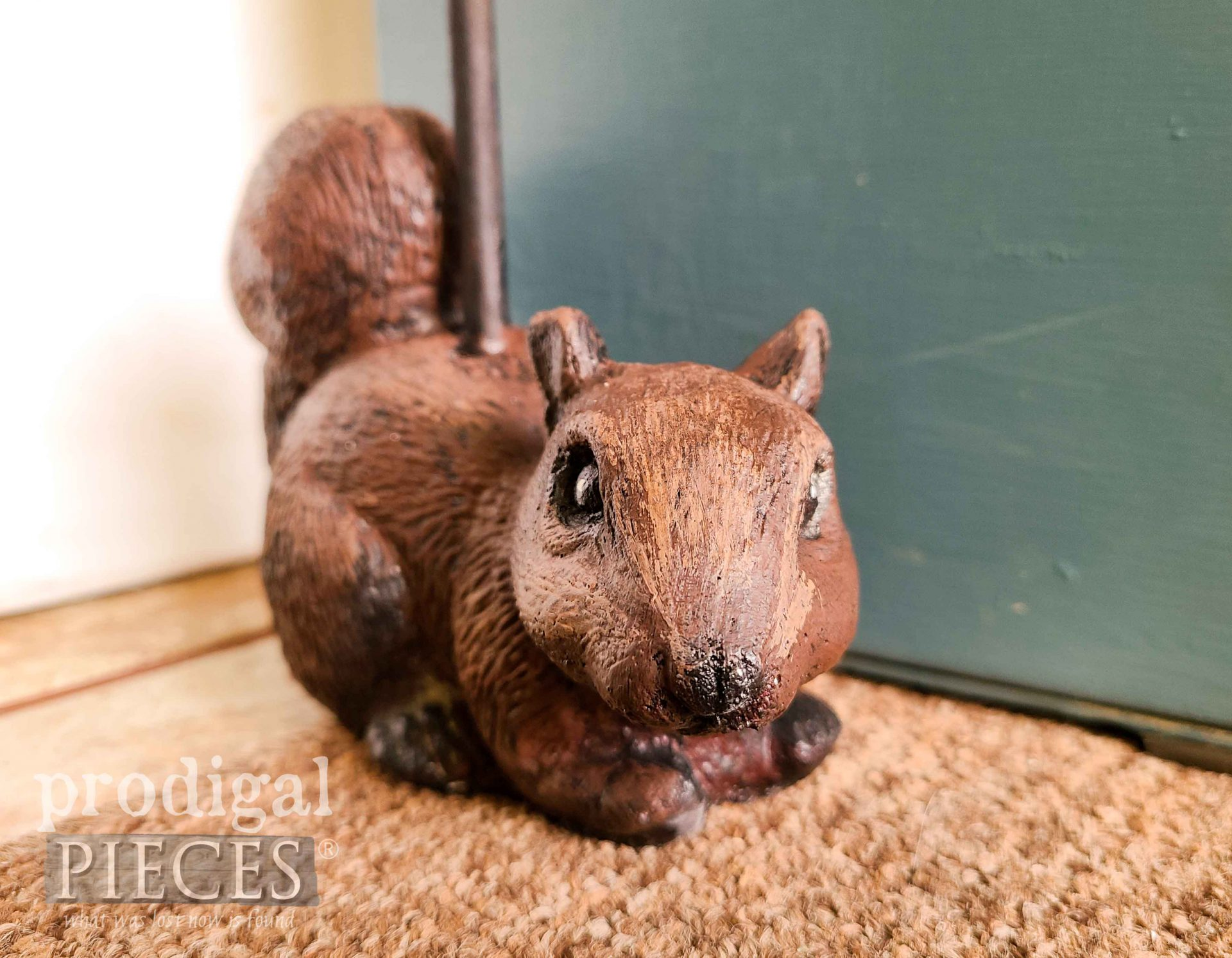 Red Squirrel Doorstop by Larissa of Prodigal Pieces | prodigalpieces.com #prodigalpieces #diy #home #farmhouse #woodland
