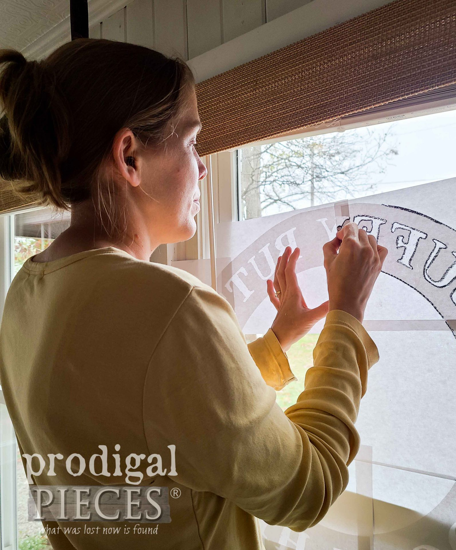 Tracing Graphic for Farmhouse Chicken Sign | prodigalpieces.com