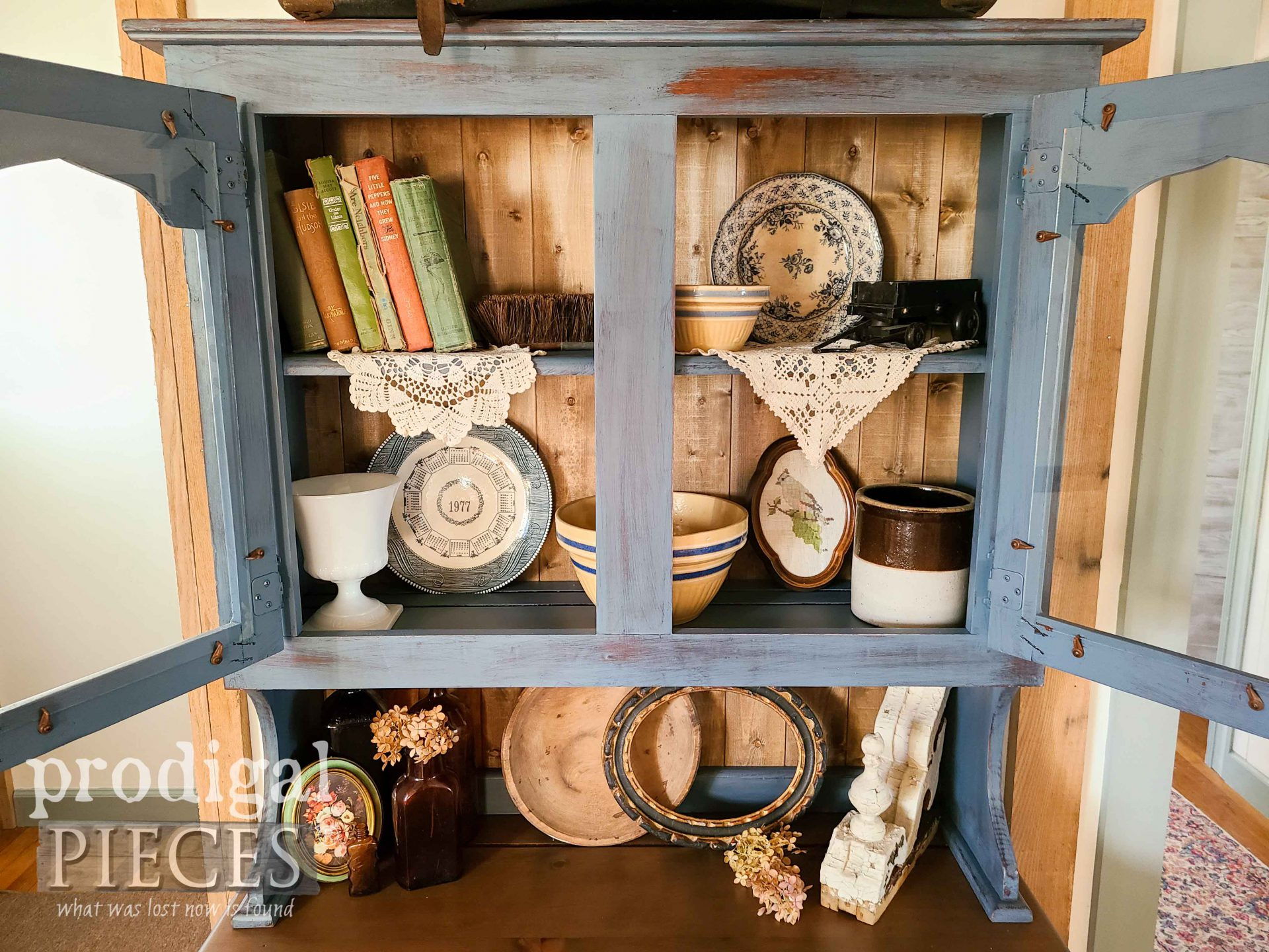Inside Hutch Top by Larissa of Prodigal Pieces | prodigalpieces.com #prodigalpieces #farmhouse #furniture #home #homedecor