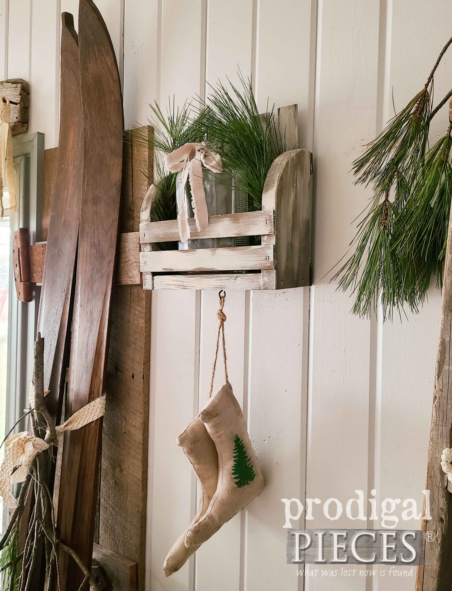 Rustic Farmhouse Wall Pocket by Larissa of Prodigal Pieces | prodigalpieces.com #prodigalpieces #farmhouse #christmas #diy #home