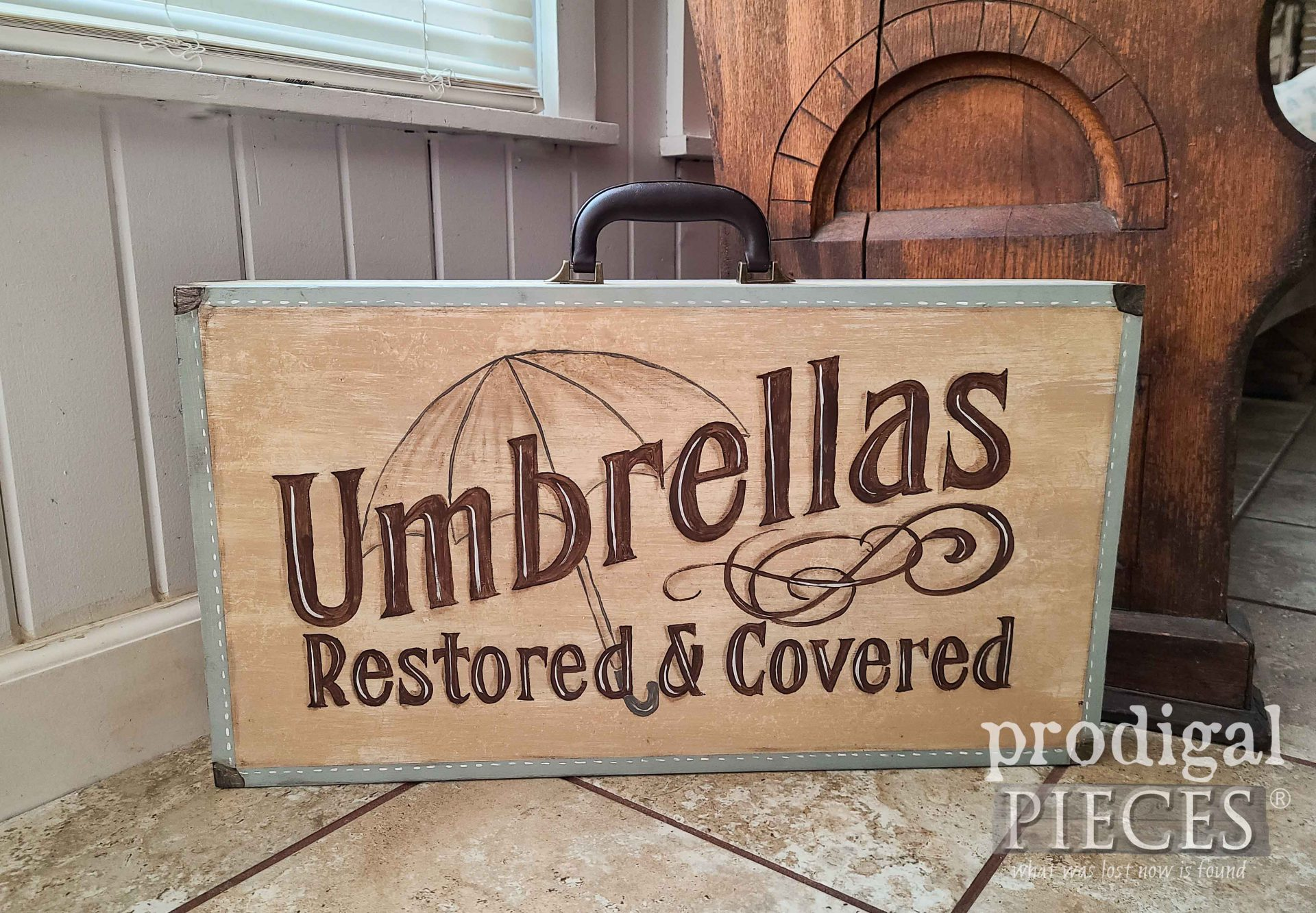 Vintage Style Folding Table with Advertisement Typography by Larissa of Prodigal Pieces | prodigalpieces.com #prodigalpieces #furniture #home #farmhouse #vintage #homedecor