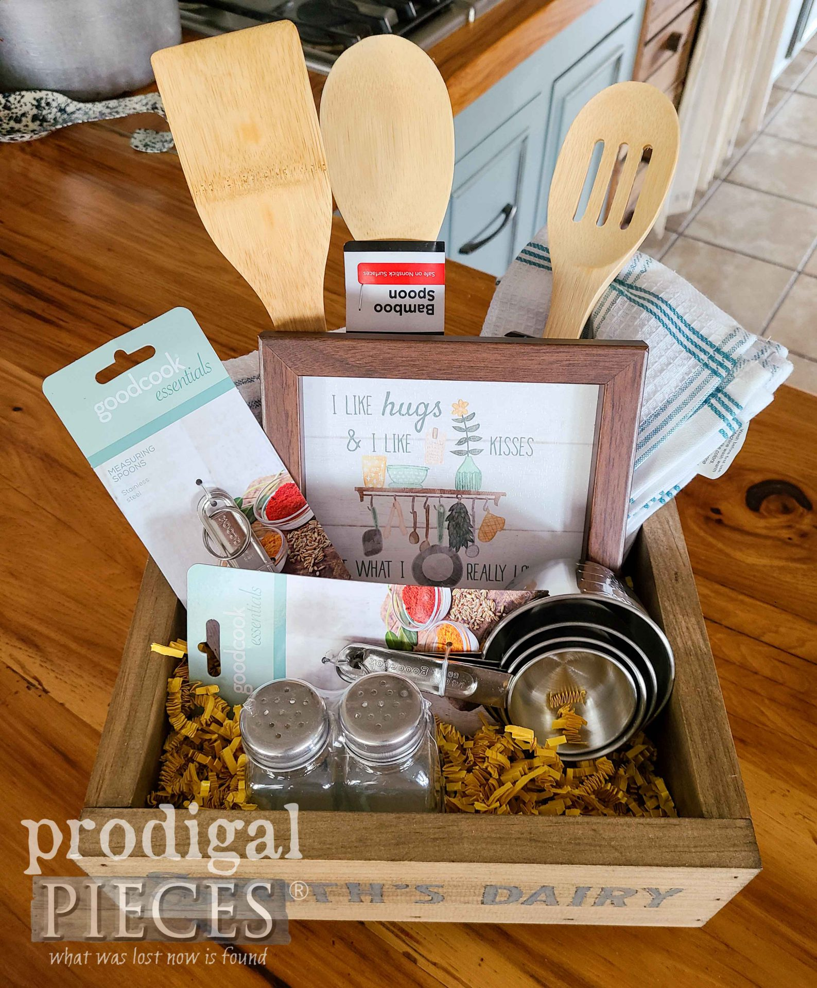 Assembled Kitchen Gift Box by Larissa of Prodigal Pieces | prodigalpieces.com #prodigalpieces #farmhouse #kitchen #diy #home #homedecor