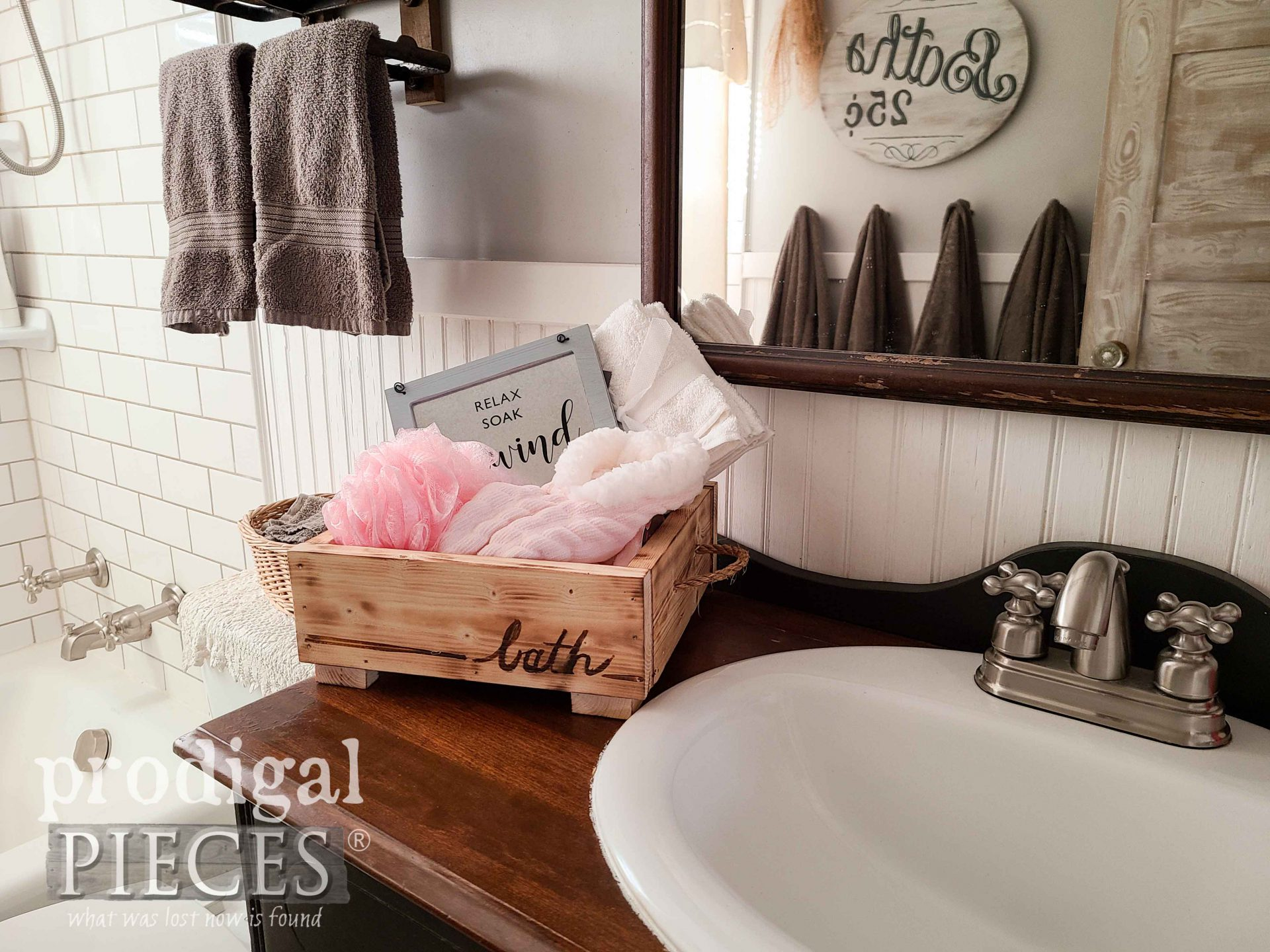 DIY Wooden Gift Box Filled with Bath Goodies by Larissa of Prodigal Pieces | prodigalpieces.com #prodigalpieces #diy #woodworking #gift #christmas #lastminute #handmade #home #homedecor