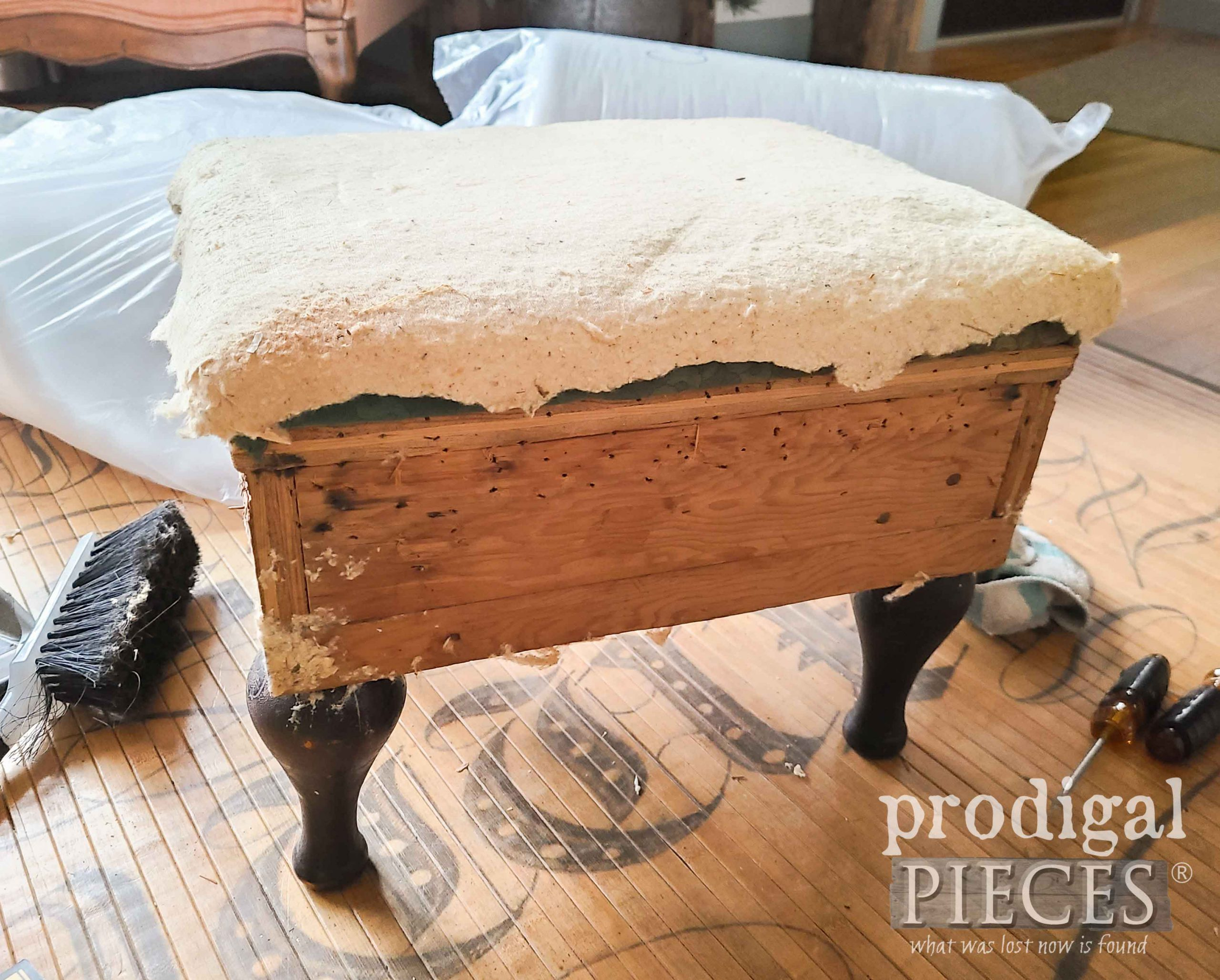 Naked Vintage Vinyl Footstool Before Makeover by Larissa of Prodigal Pieces | prodigalpieces.com #prodigalpieces