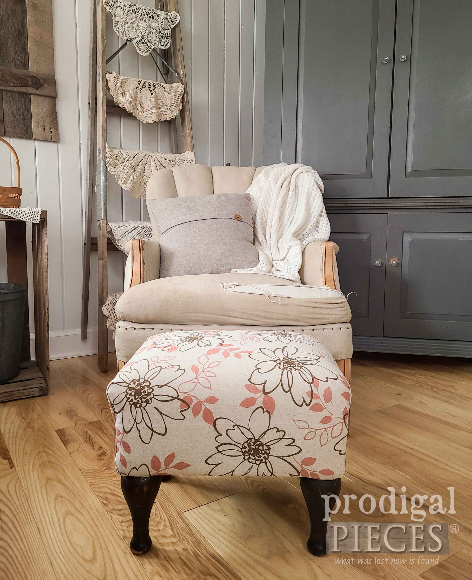 Vintage Vinyl Footstool with Refreshed Makeover by Larissa of Prodigal Pieces | prodigalpieces.com #prodigalpieces #furniture #vintage #home #homedecor