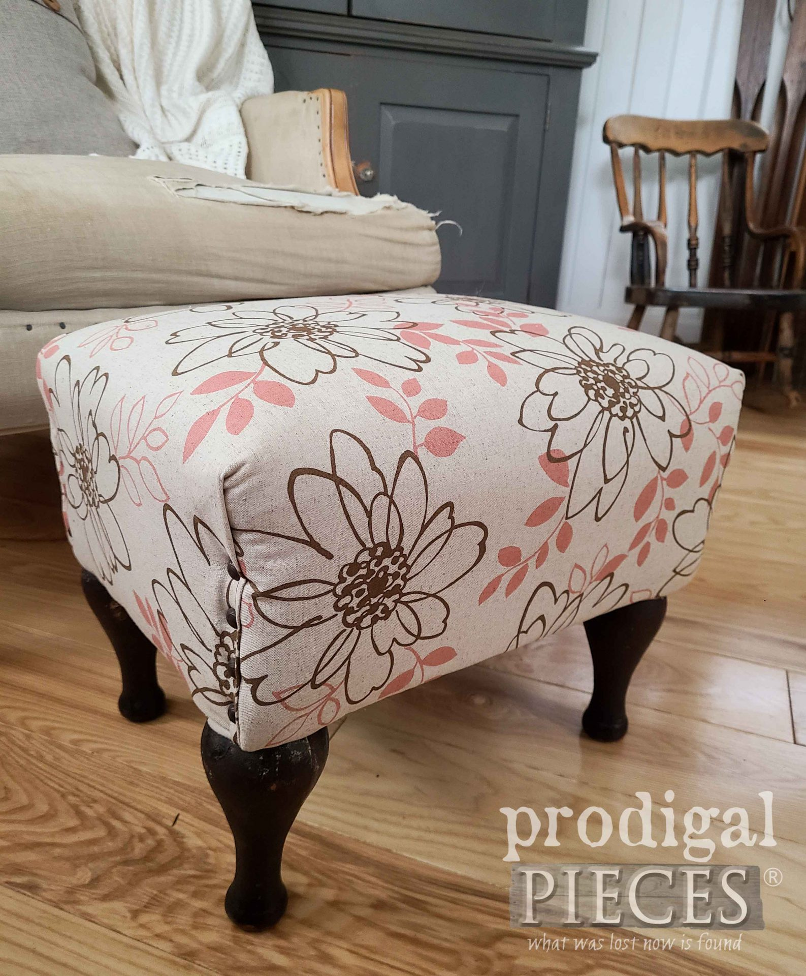 Vintage Vinyl Footstool Makeover by Larissa of Prodigal Pieces at prodigalpieces.com #prodigalpieces #furniture #vintage #home #homedecor