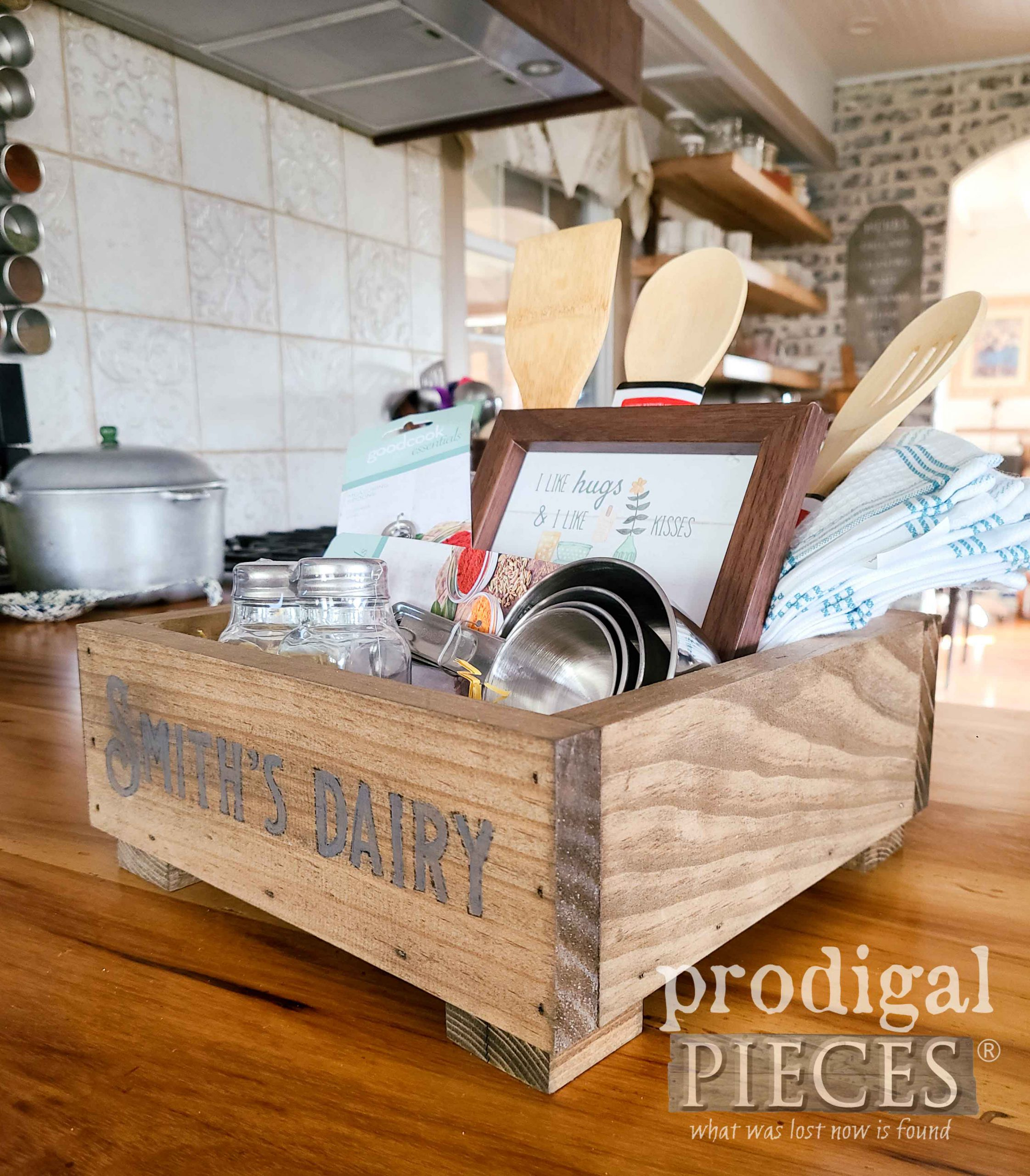 Handmade DIY Wooden Kitchen Gift Box for Last-Minute Gift Idea by Larissa of Prodigal Pieces | prodigalpieces.com #prodigalpieces #diy #giftidea #christmas #farmhouse #homedecor