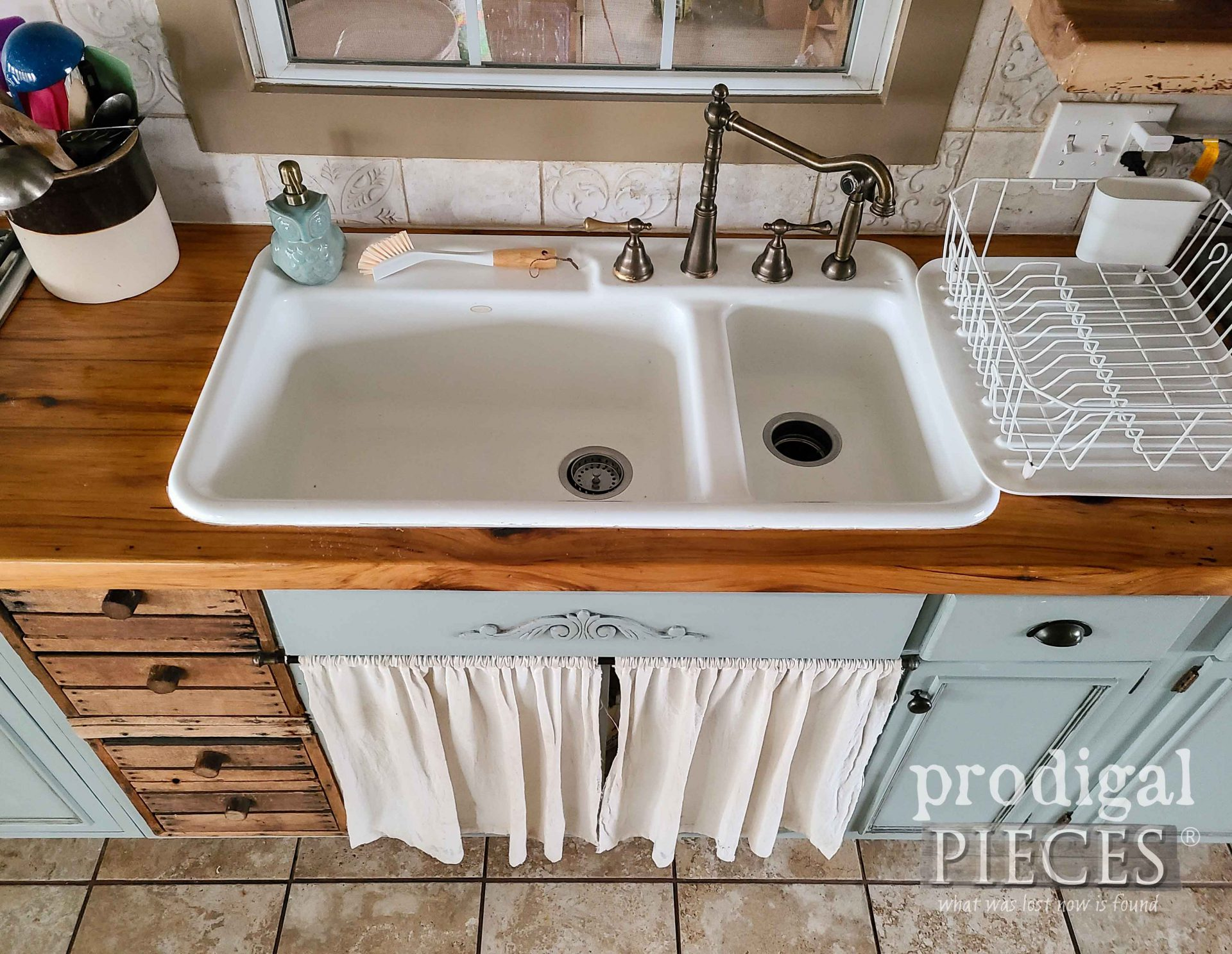 Cast Iron Farmhouse Sink in Prodigal Pieces Kitchen | prodigalpieces.com #prodigalpieces #farmhouse #kitchen #sink