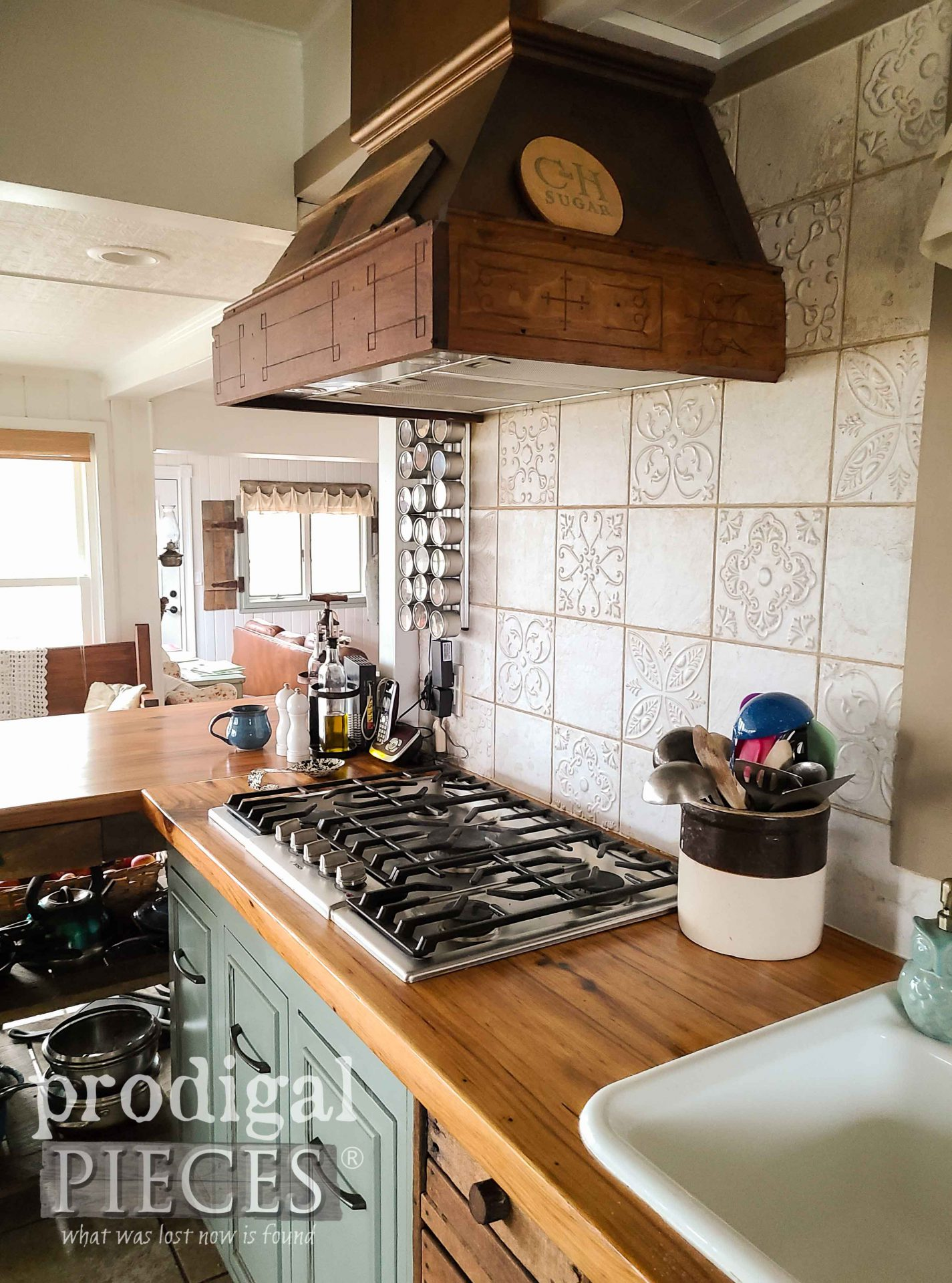 Custom Farmhouse Kitchen Range Built from Reclaimed Wood by Larissa of Prodigal Pieces | prodigalpieces.com #prodigalpieces #farmhouse #kitchen #home #homedecor