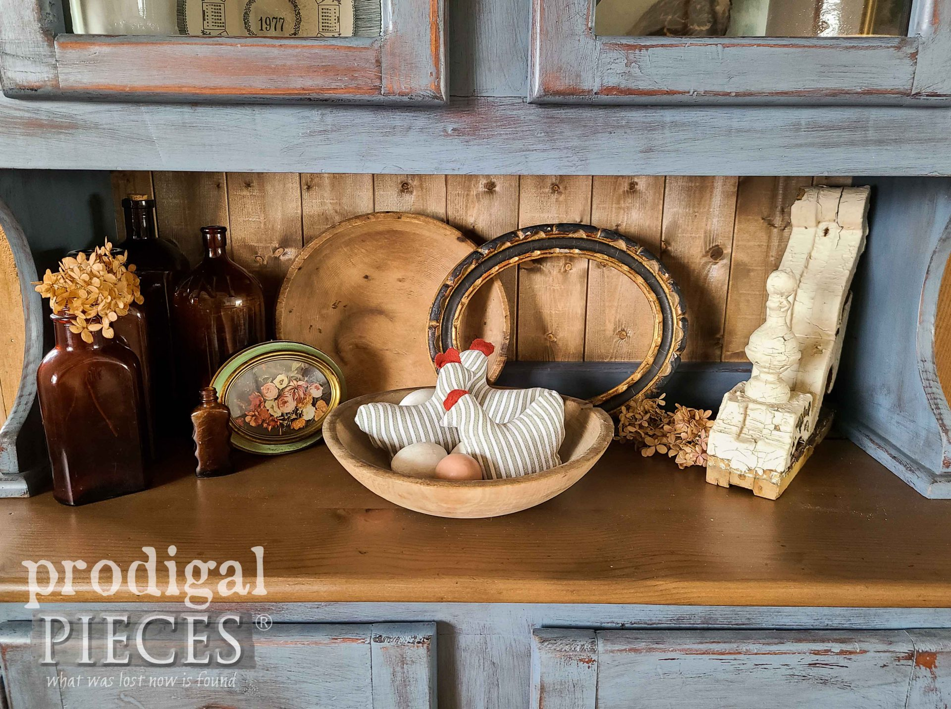 DIY Farmhouse Bowl Filler Hens with Eggs by Larissa of Prodigal Pieces | prodigalpieces.com #prodigalpieces #diy #home #homedecor #refashion