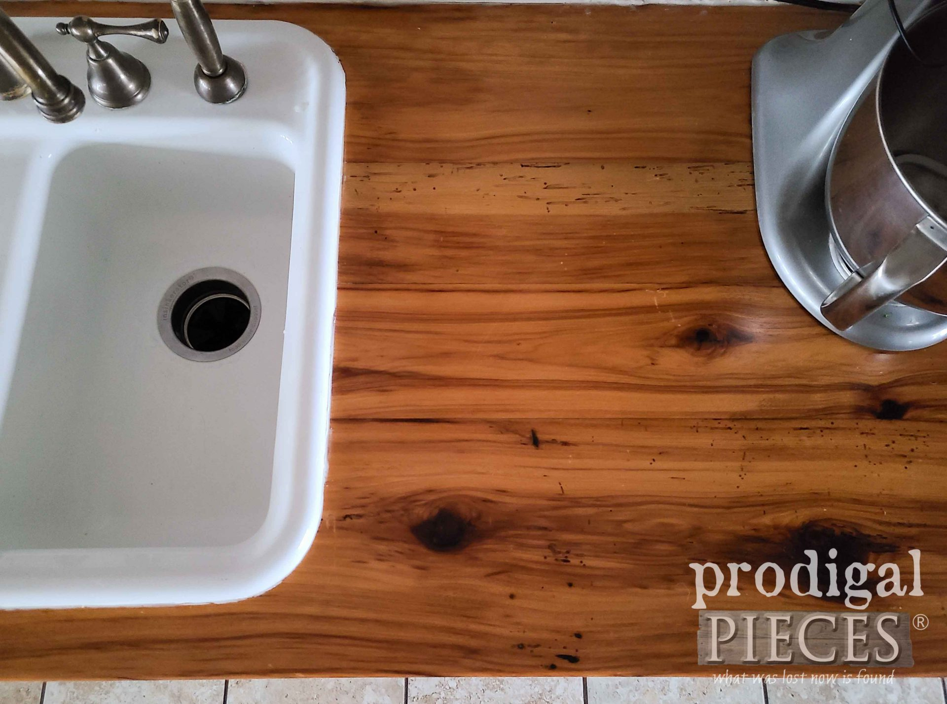Farmhouse Kitchen Sink Side Counter | Prodigal Pieces | prodigalpieces.com #prodigalpieces #diy #kitchen #home #homedecor