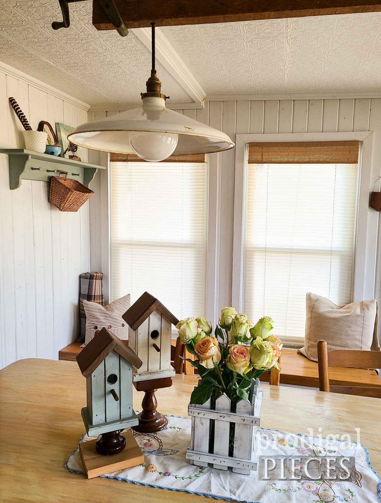 DIY Spring Farmhouse Decor from Upcycled Vintage Shelf by Larissa of Prodigal Pieces   prodigalpieces.com #prodigalpieces #home #spring #upcycled #homedecor