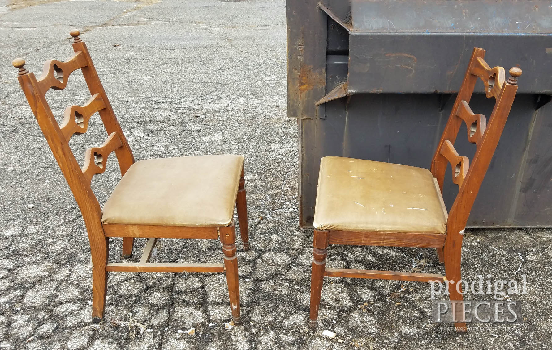 Vintage Chairs Set at Dumpster | Prodigal Pieces | prodigalpieces.com #prodigalpieces