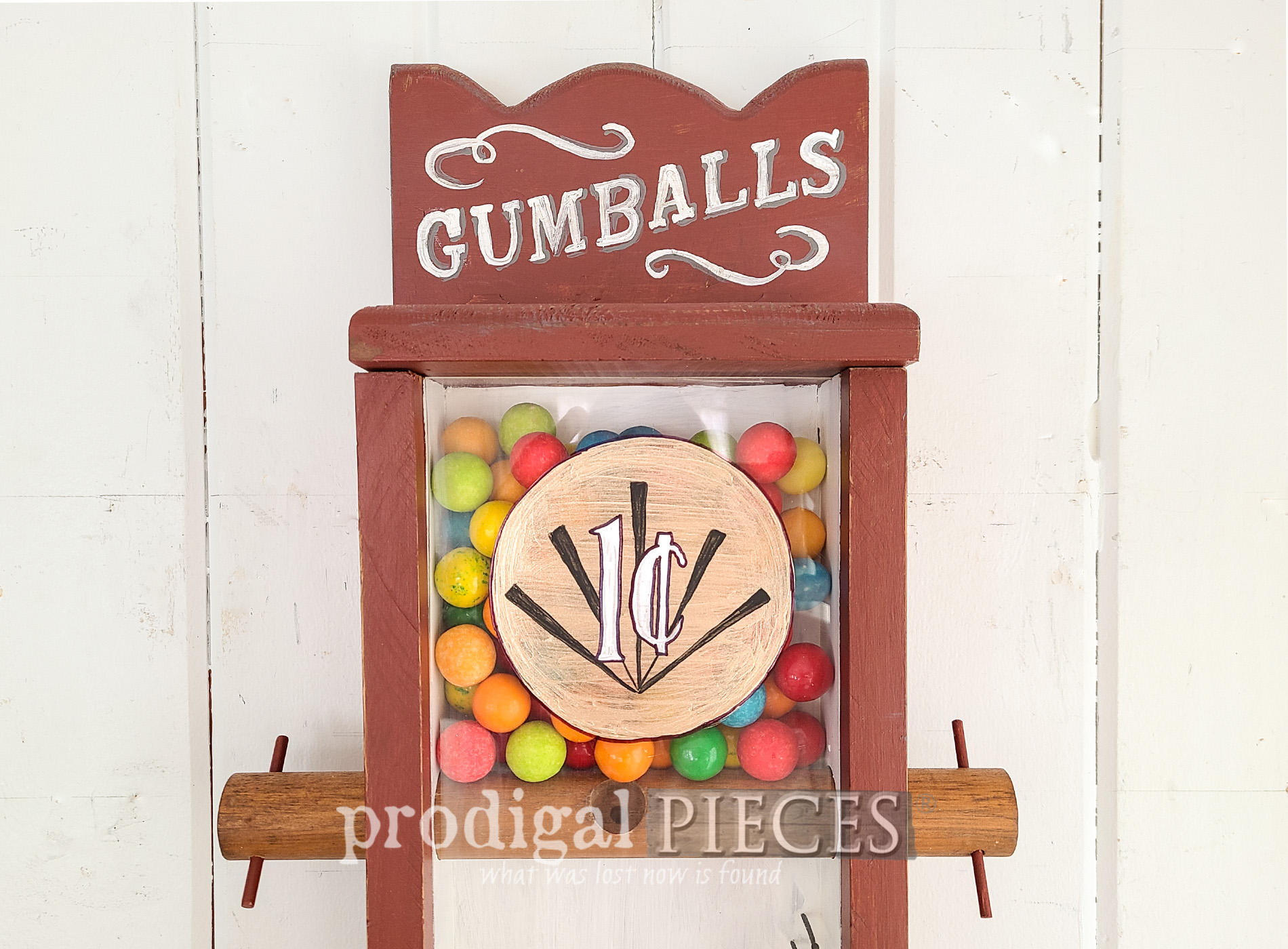 Featured Handmade Gumball Machine Makeover by Larissa of Prodigal Pieces | prodigalpieces.com #prodigalpieces #diy #home #homedecor #farmhouse #vintage