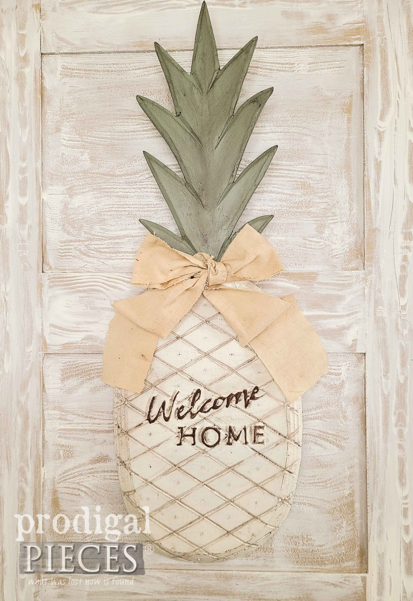 Rustic Pineapple with Embossed Welcome Home Sign by Larissa of Prodigal Pieces | prodigalpieces.com #prodigalpieces #diy #handmade #home #farmhouse