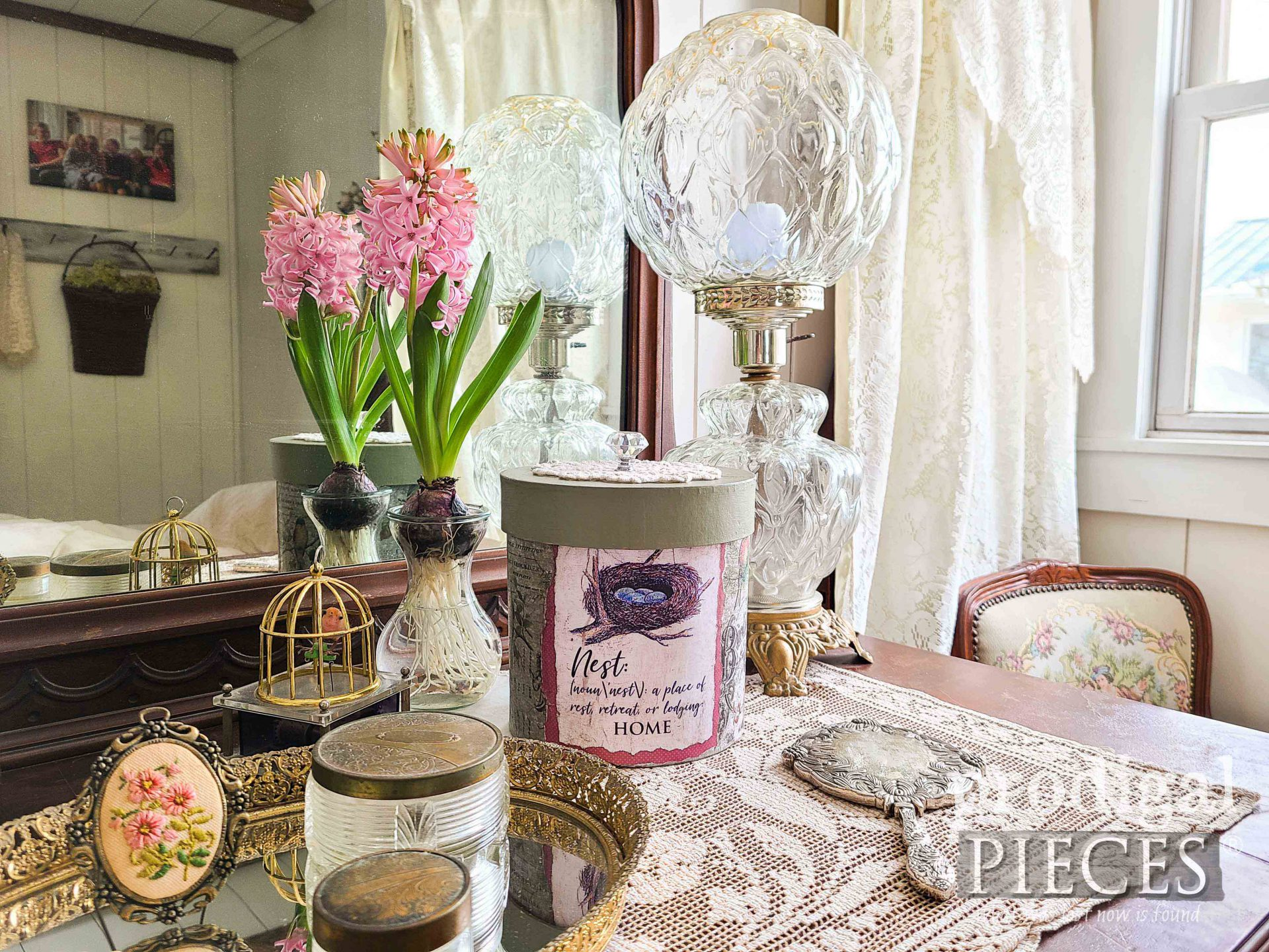Vintage Style Home Decor in Bedroom by Larissa of Prodigal Pieces | prodigalpieces.com #prodigalpieces #vintage #home #homedecor #spring