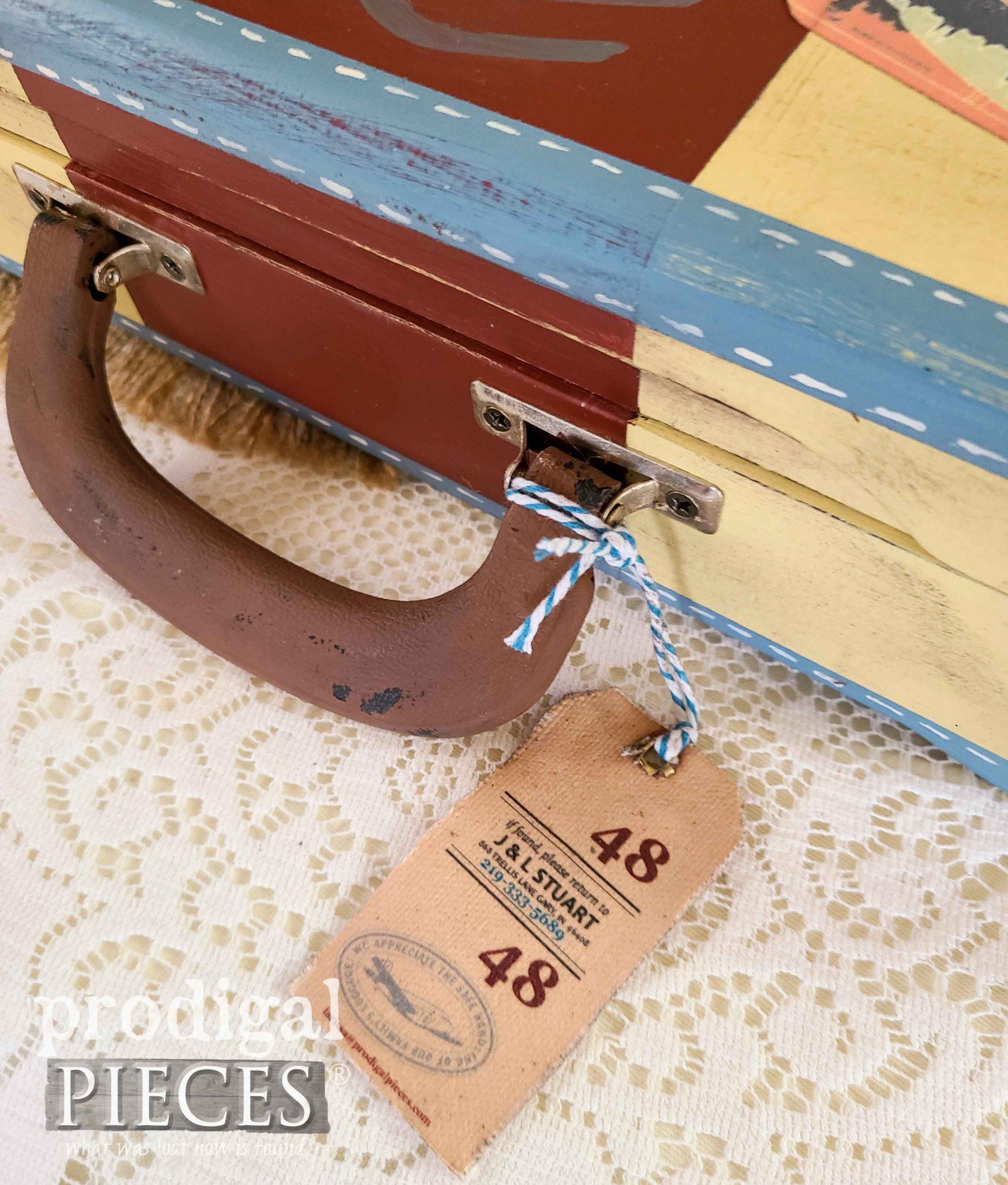 DIY Canvas Luggage Tags for Ephemera by Larissa of Prodigal Pieces   prodigalpieces.com #prodigalpieces #diy #home #homedecor