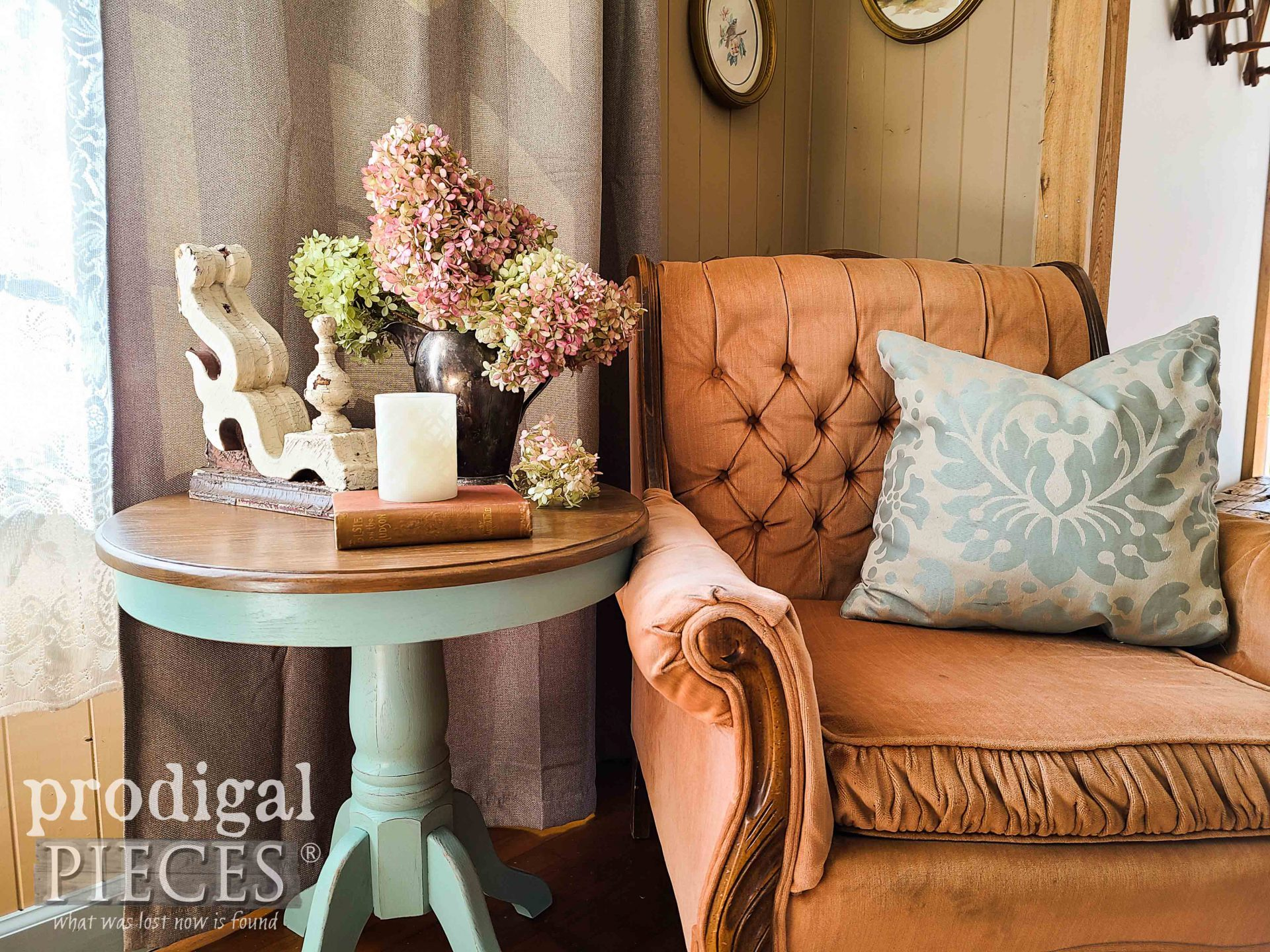 Farmhouse Style Vignette with Oak Pedestal Table by Larissa of Prodigal Pieces by Larissa of Prodigal Pieces | prodigalpieces.com #prodigalpieces #farmhouse #home #homedecor
